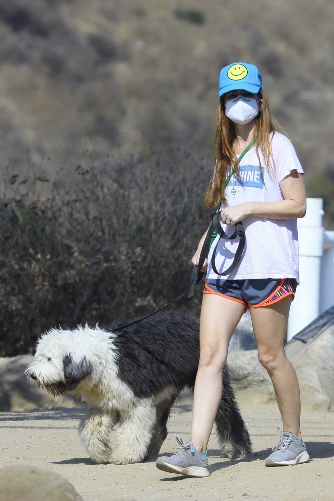 Isla Fisher in a White Tee Walks Her Dog in Los Angeles 10/04/2020
