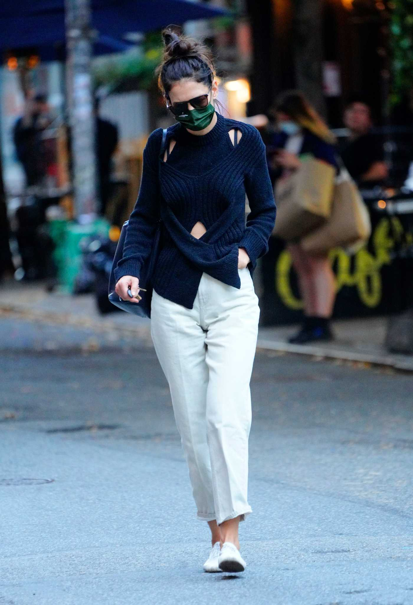 Katie Holmes in a White Pants Was Seen Out in New York 10/15/2020