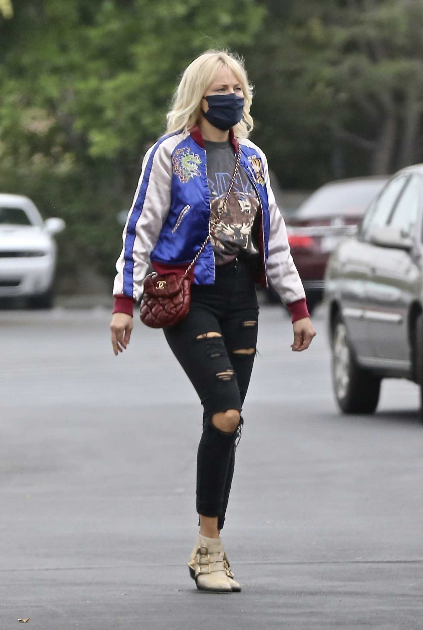 Malin Akerman in a Black Protective Mask Stocks Up at Costco in Los Angeles 10/22/2020
