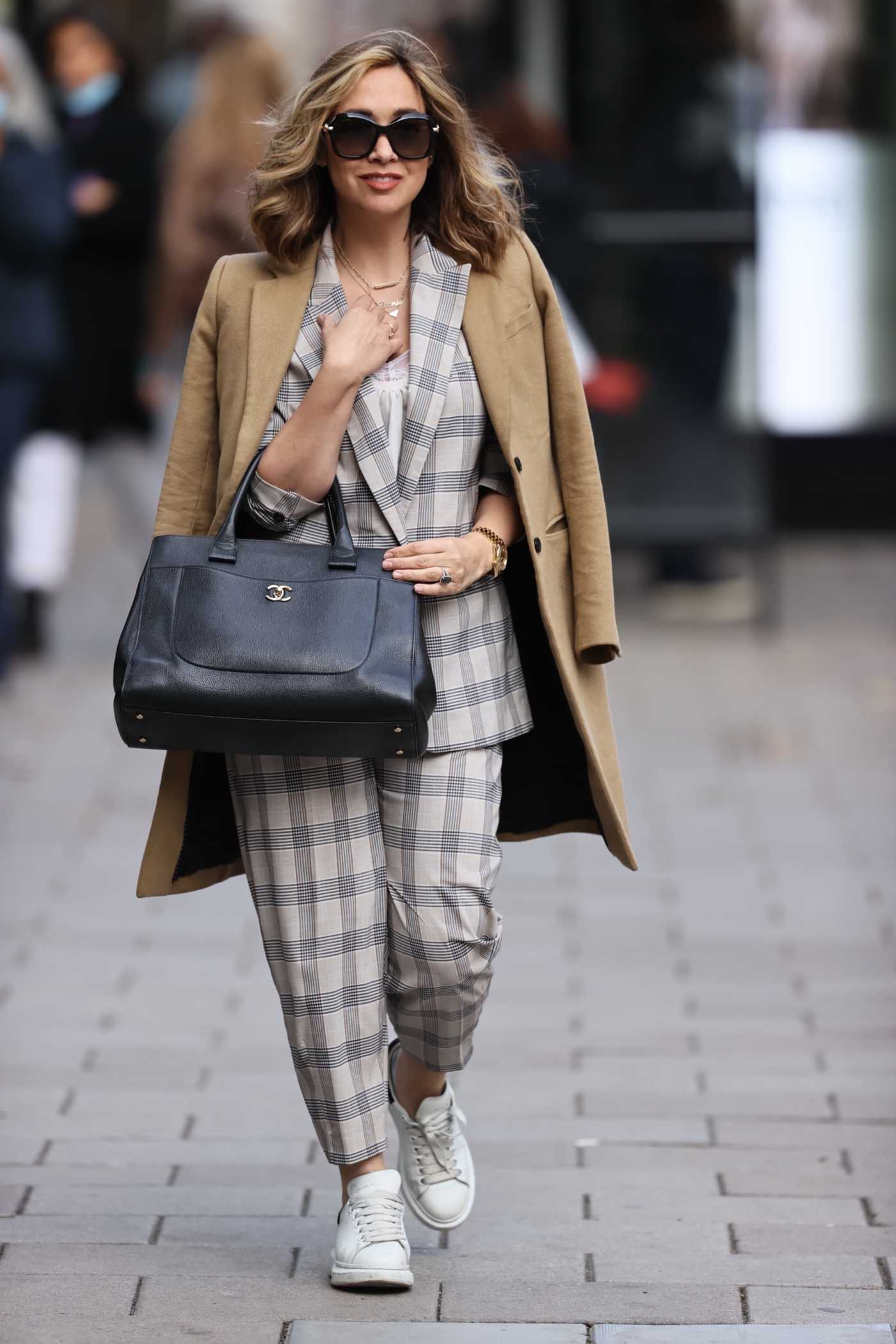 Myleene Klass in a Gingham Suit Arrives at the Smooth Radio in London 10/07/2020