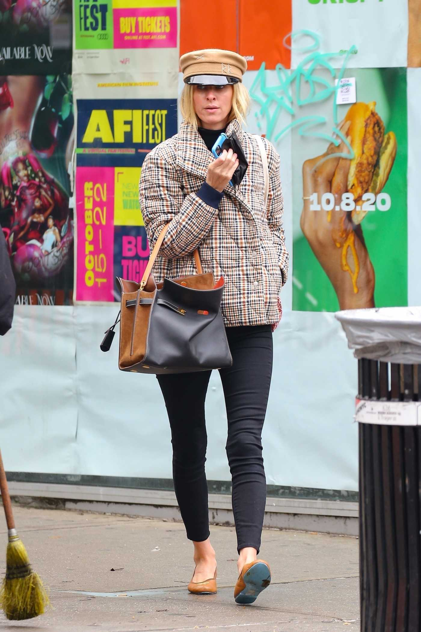 Nicky Hilton in a Beige Cap Was Seen Out in New York 10/28/2020