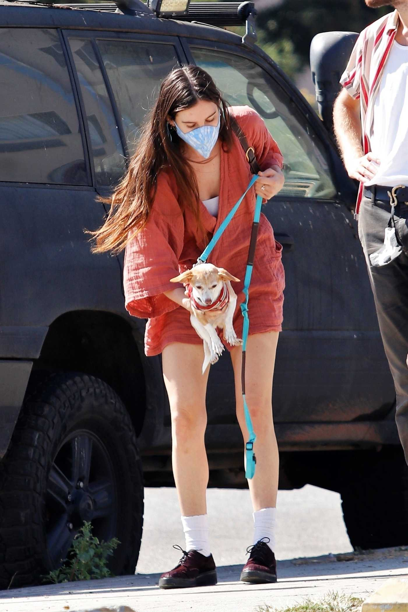 Scout Willis in a Protective Mask Takes Her Dog with Her as She Steps Out for Lunch in Los Feliz 10/16/2020