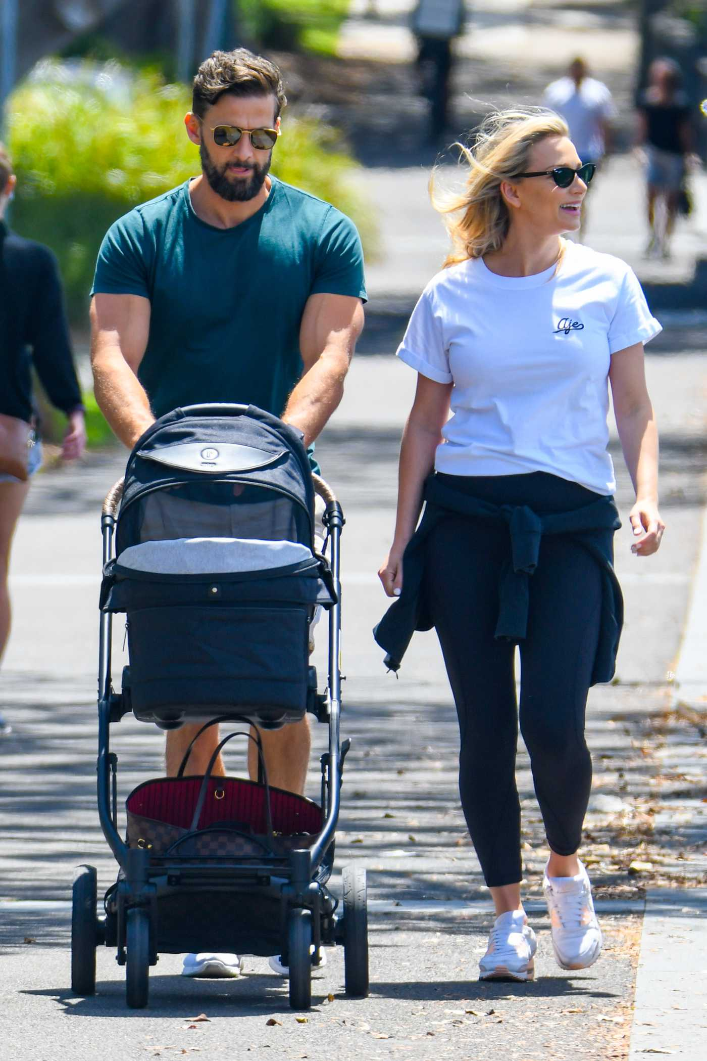 Anna Heinrich in a White Tee Takes Her Newborn Out for a Stroll in Rose Bay 11/19/2020