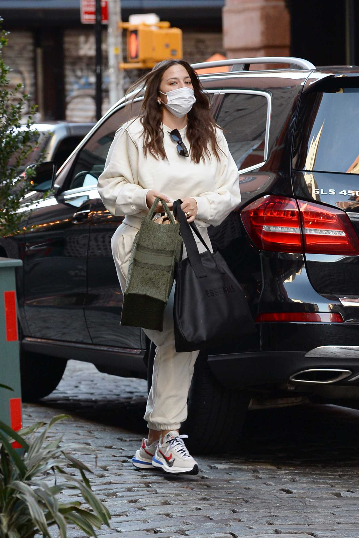 Ashley Graham in a Beige Sweatsuit Was Spotted Out in New York City 11/20/2020