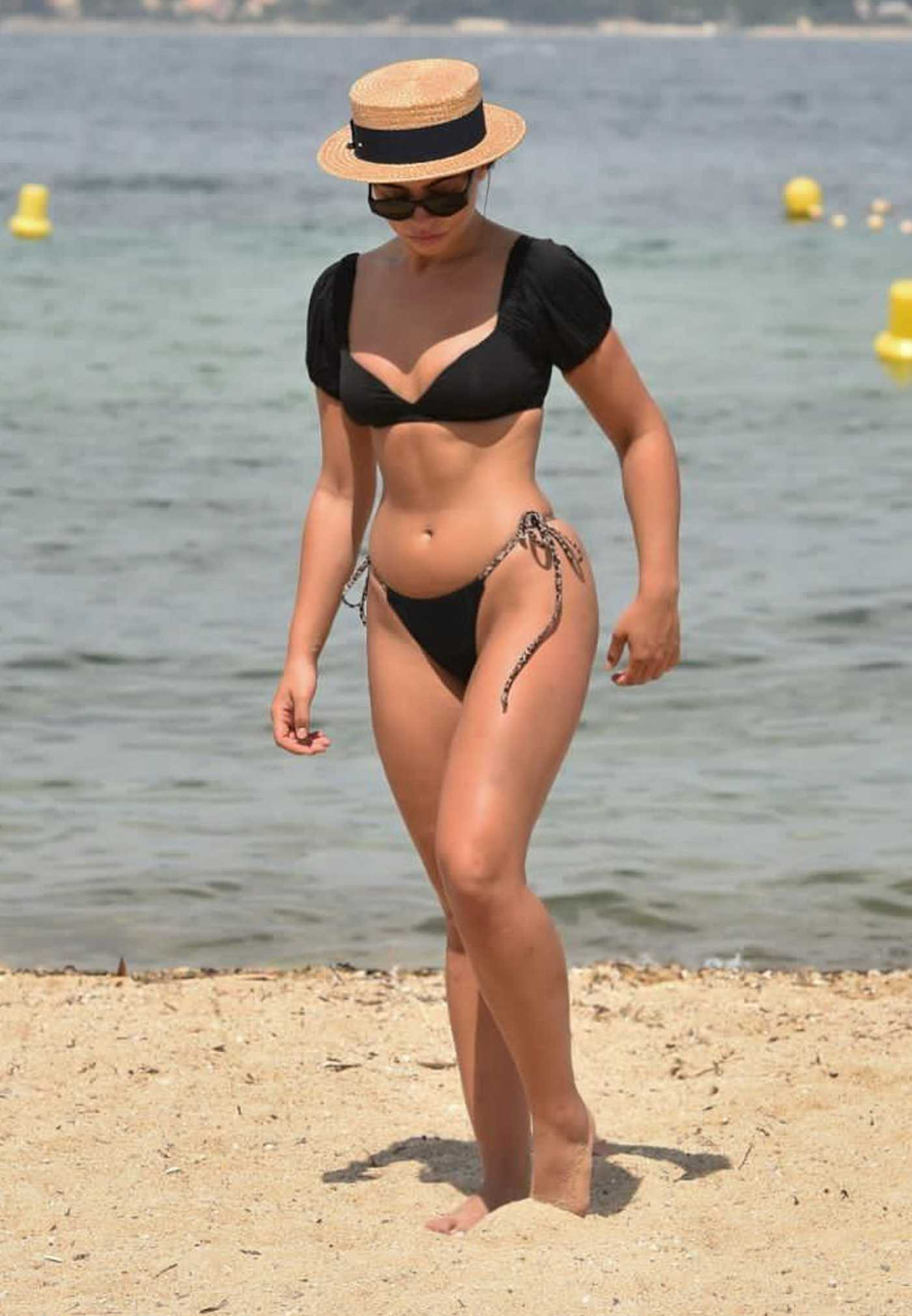 Francesca Allen in a Black Bikini on the Beach in Dubai 11/25/2020