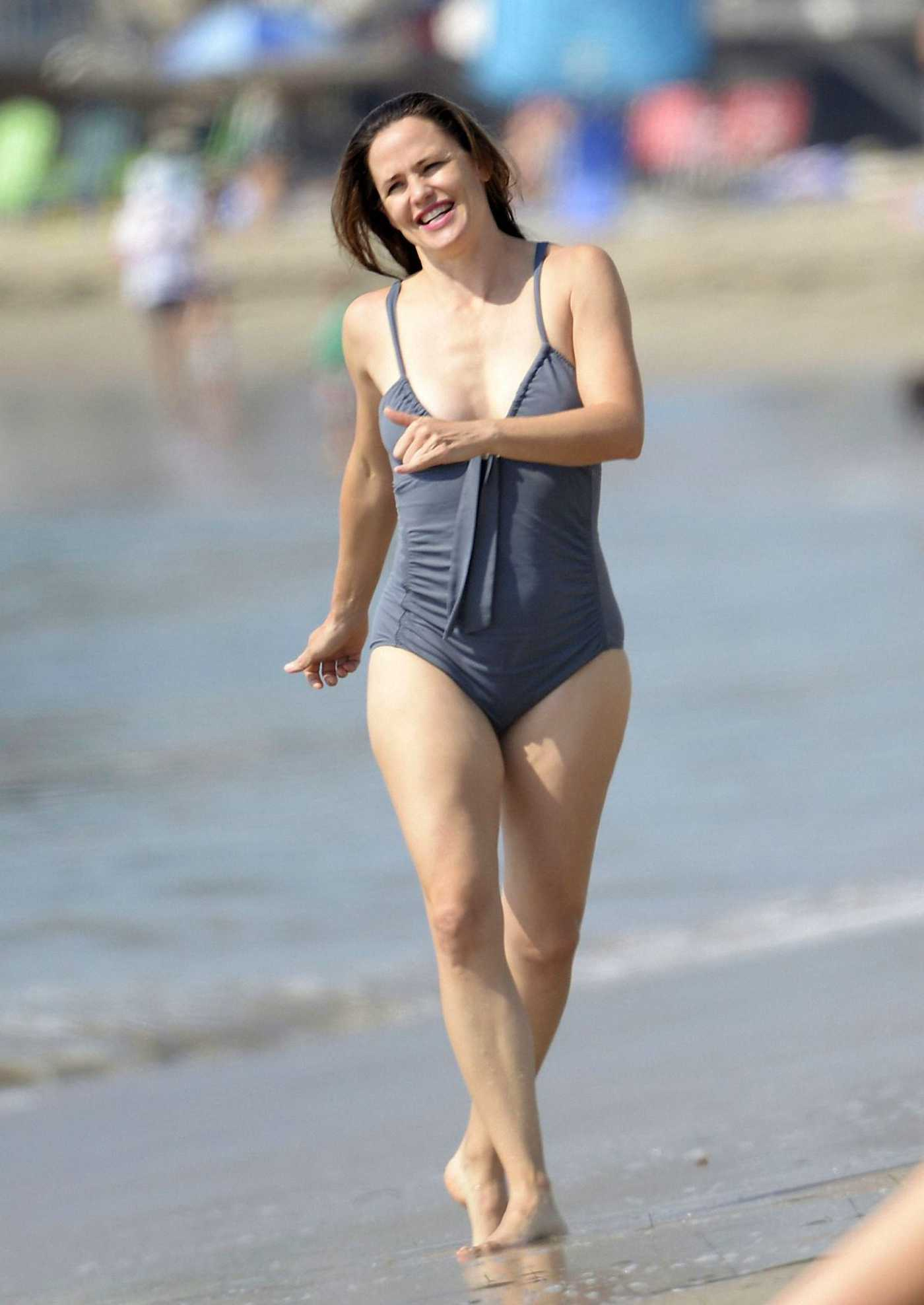 Jennifer Garner in a Grey Swimsuit on the Beach in Malibu 11/02/2020