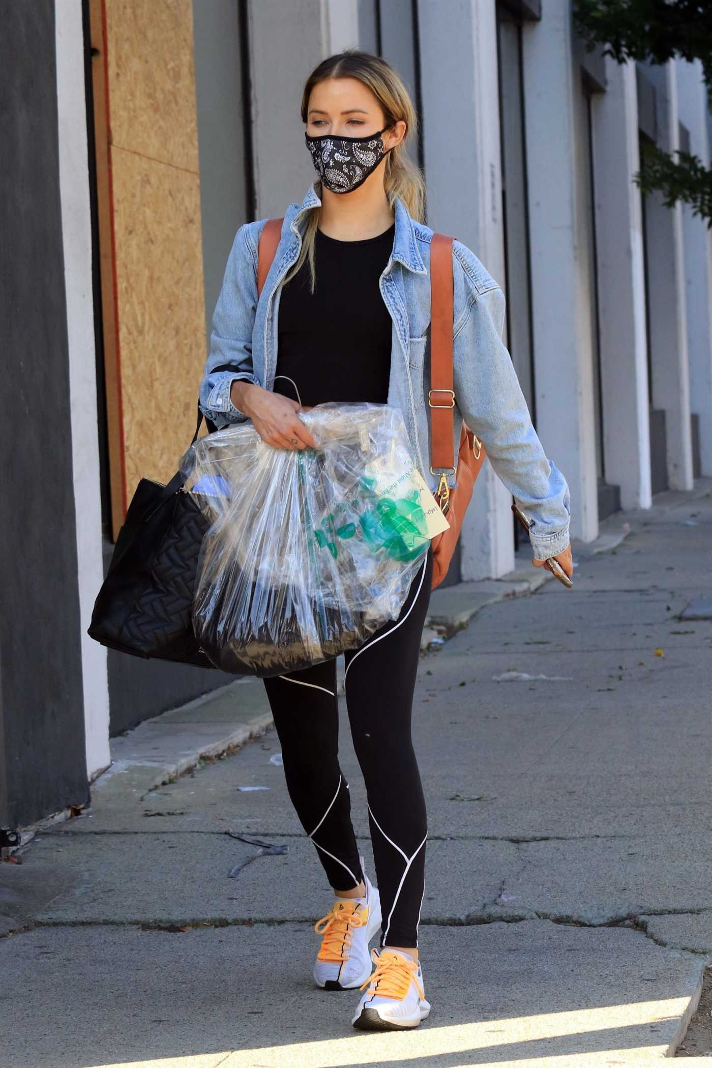 Kaitlyn Bristowe in a Blue Denim Jacket Leaves Her Dance Practice at the DWTS Studio in Los Angeles 11/12/2020