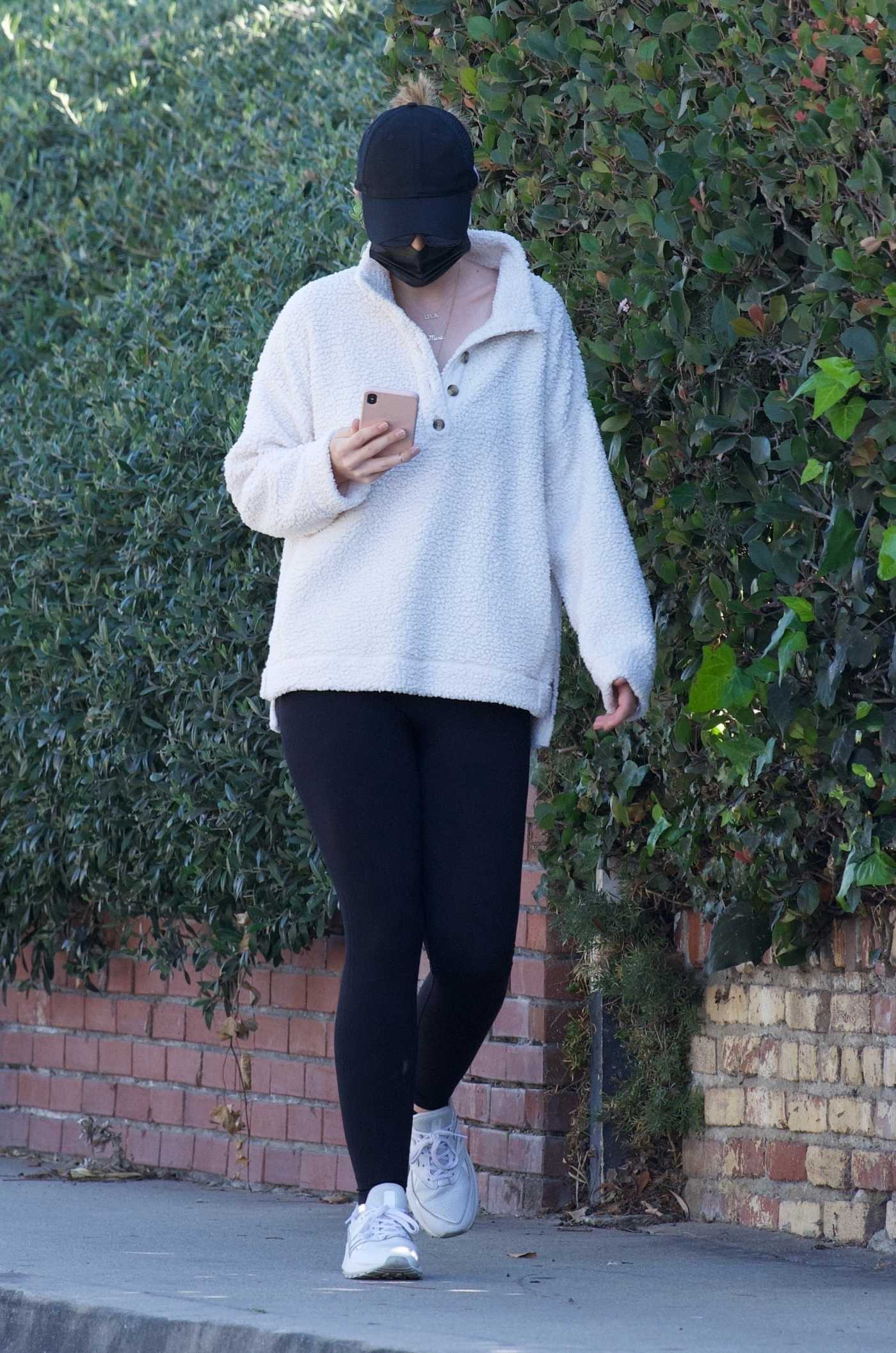 Katherine Schwarzenegger in a Black Cap Steps Out for a Solo Morning Walk in Brentwood 11/27/2020