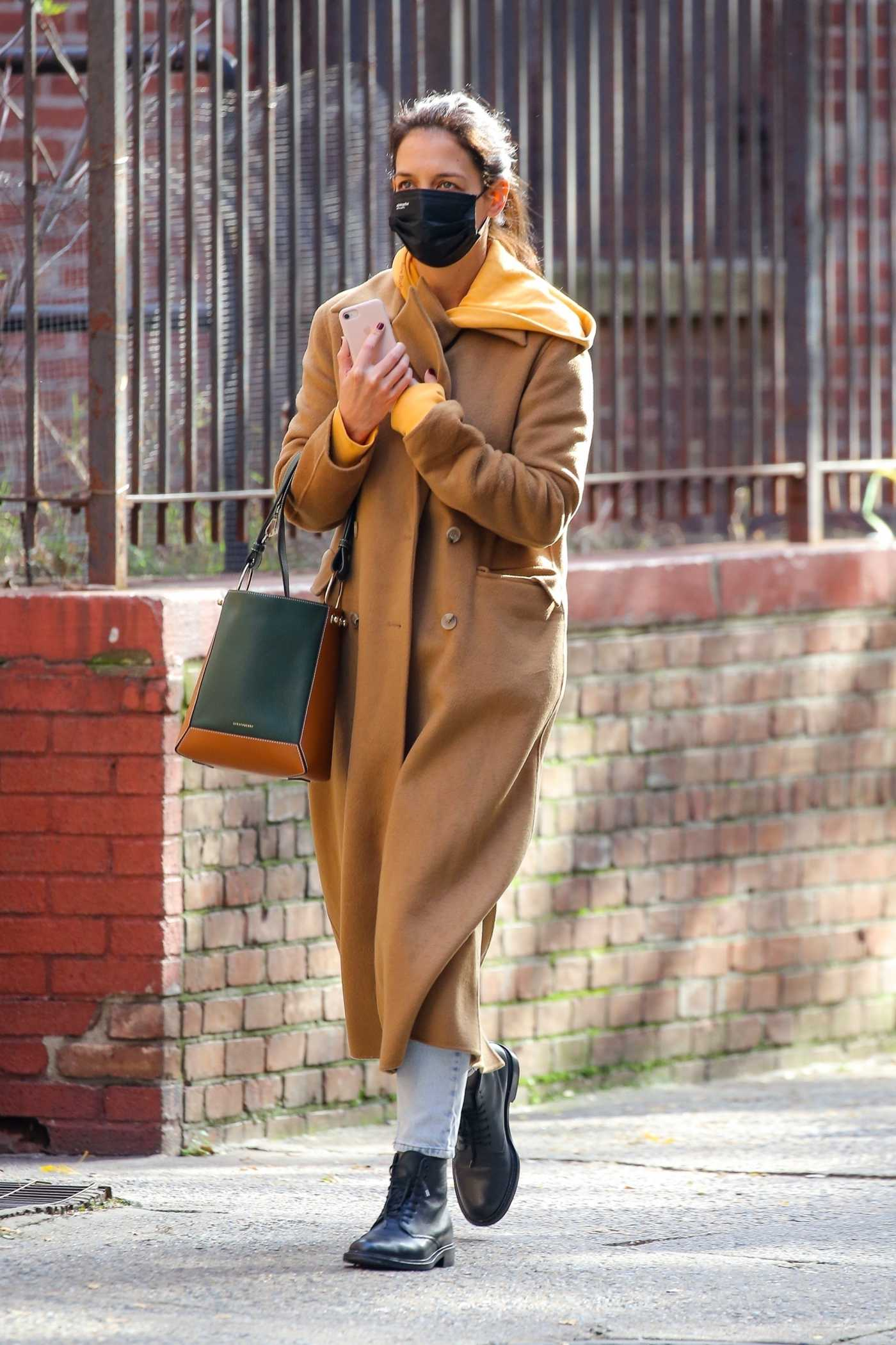 Katie Holmes in a Beige Coat Was Seen Out with Emilio Vitolo Jr. in Soho, New York 11/03/2020