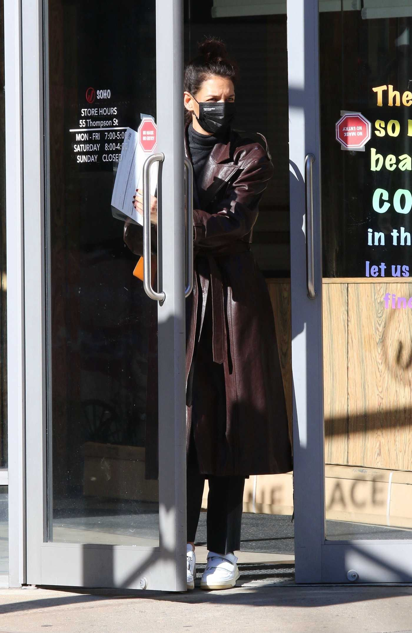 Katie Holmes in a Brown Leather Trench Coat Goes Shopping in Downtown Manhattan, NYC 11/04/2020