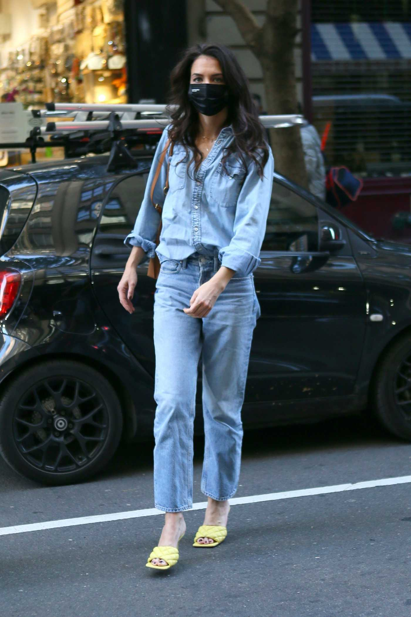 Katie Holmes in a Double Denim Outfit Heads to an Office Building in Manhattan, NYC 11/09/2020