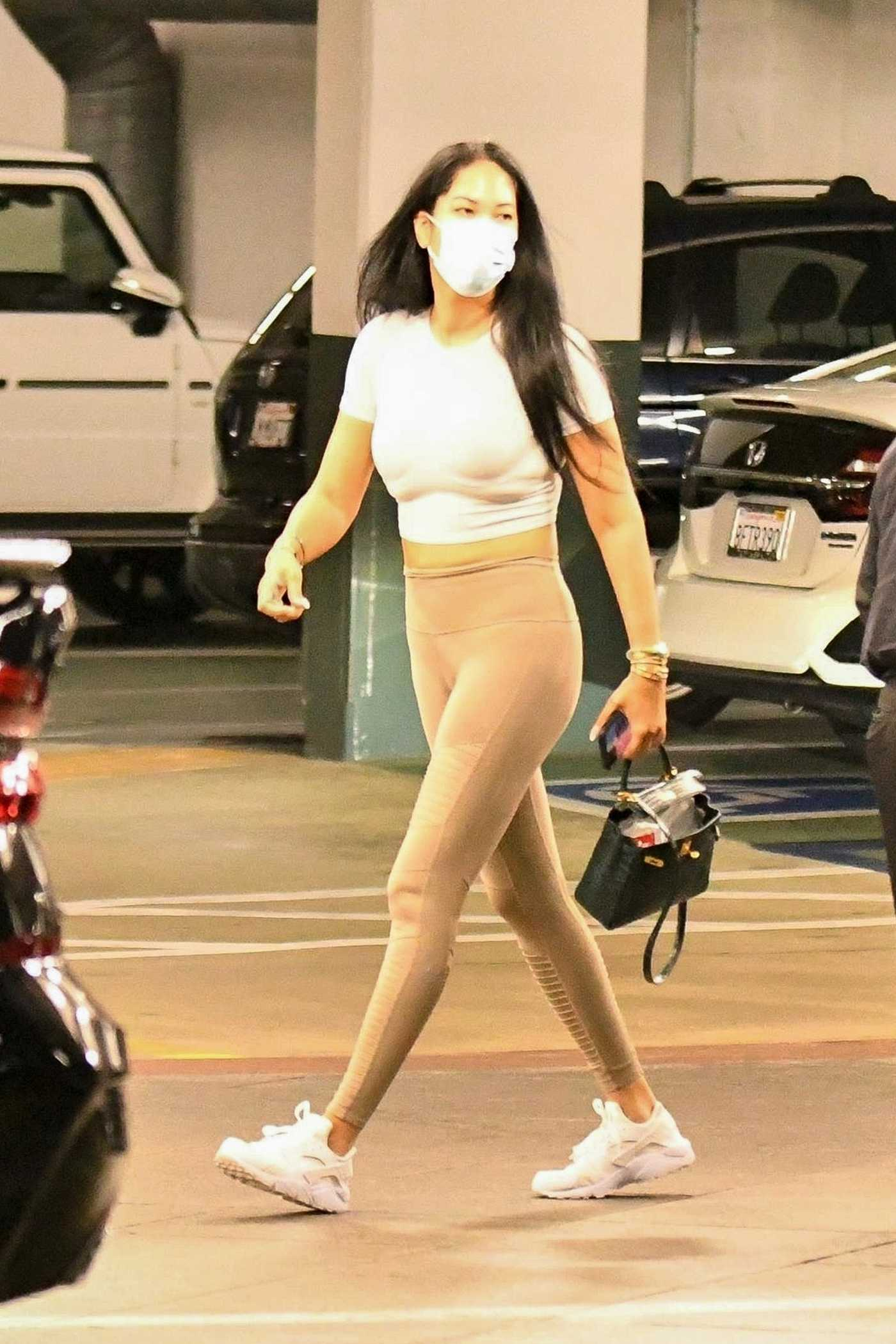 Kimora Lee Simmons in a Protective Mask Visits a Dentist Office on Thanksgiving in Los Angeles 11/26/2020