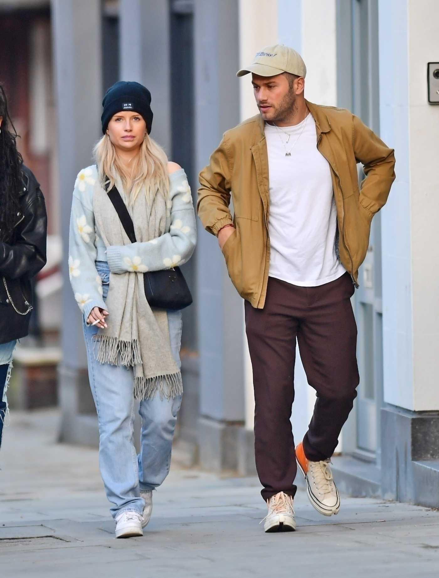 Lottie Moss in a Black Knit Hat Was Seen Out with Friends in London 11/08/2020