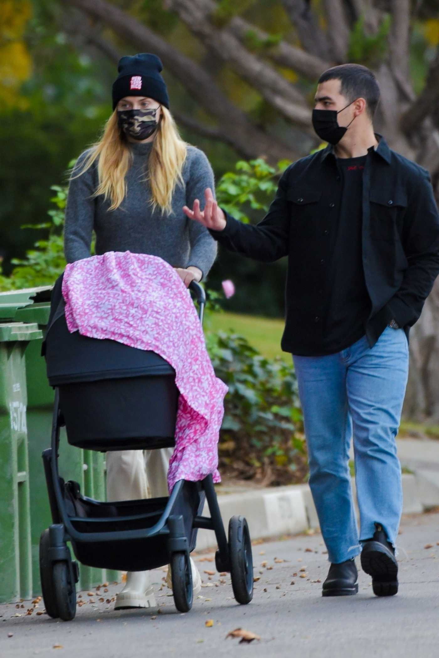Sophie Turner in a Black Knit Hat Steps Out for a Thanksgiving Day Walk with Daughter Willa and Joe Jonas in Los Angeles 11/25/2020