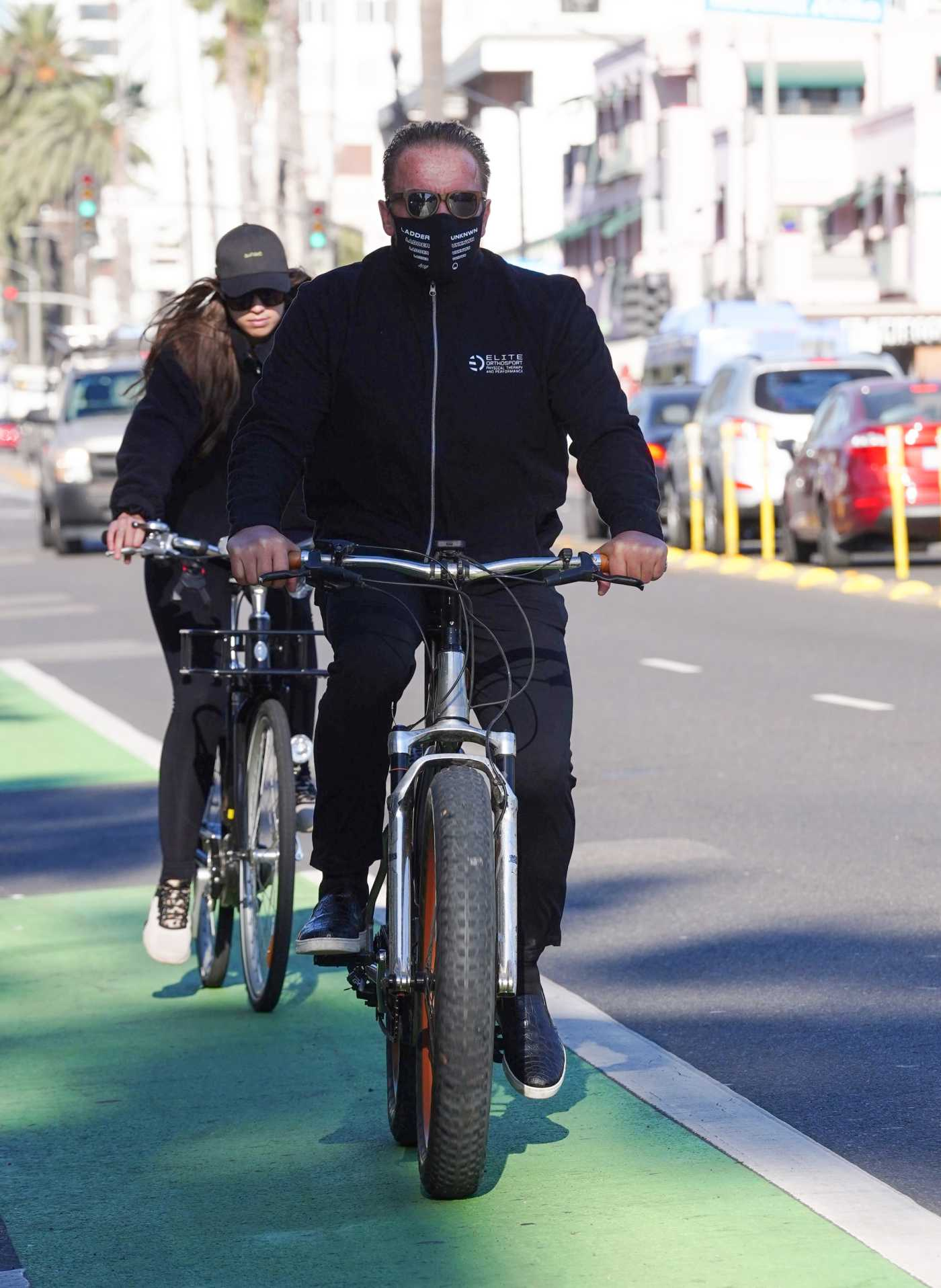 Arnold Schwarzenegger in a Black Outfit Does a Bike Ride in Los Angeles 12/01/2020