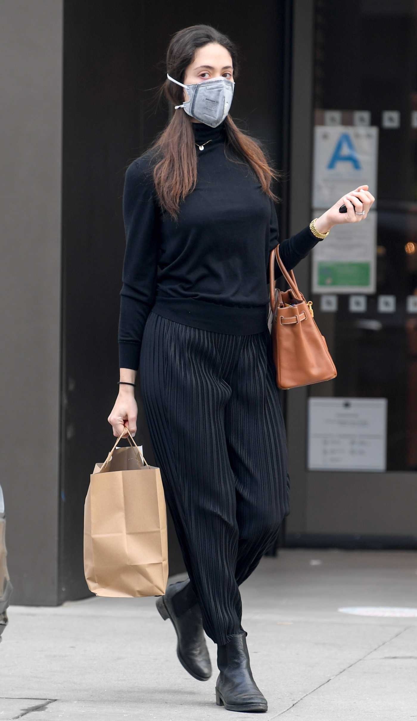 Emmy Rossum in a Black Outfit Picks Up Breakfast in Beverly Hills 12/13/2020