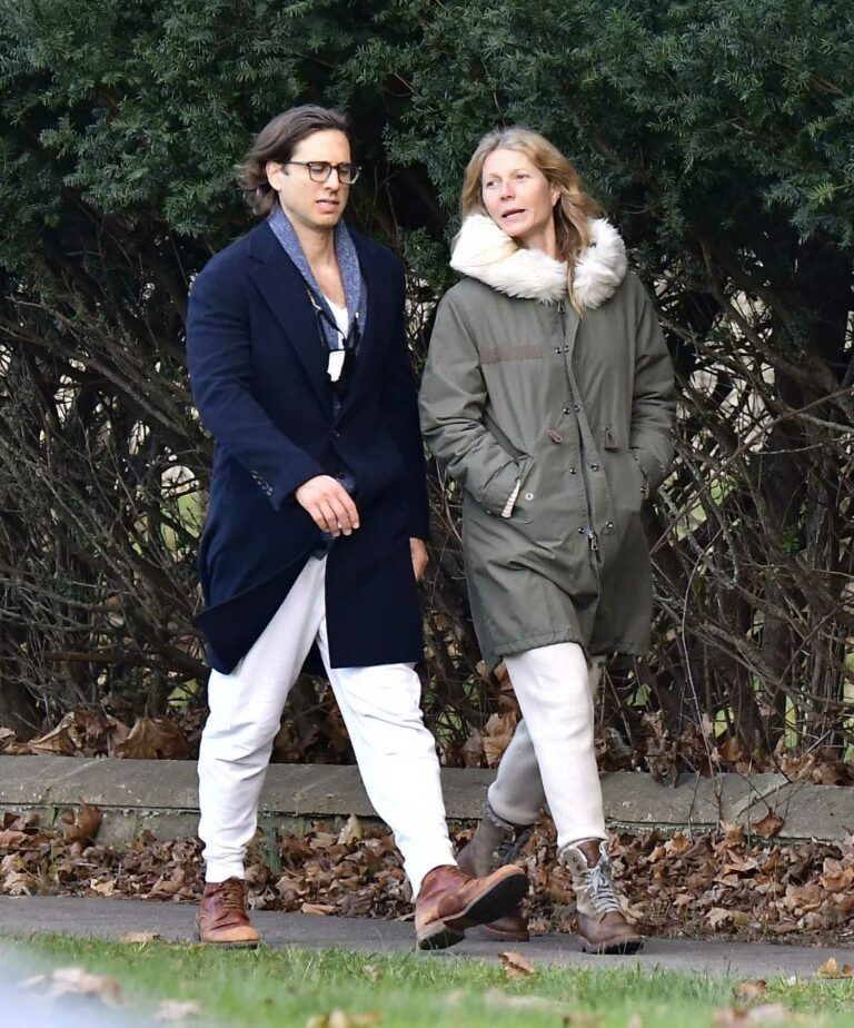 Gwyneth Paltrow in a White Sweatpants