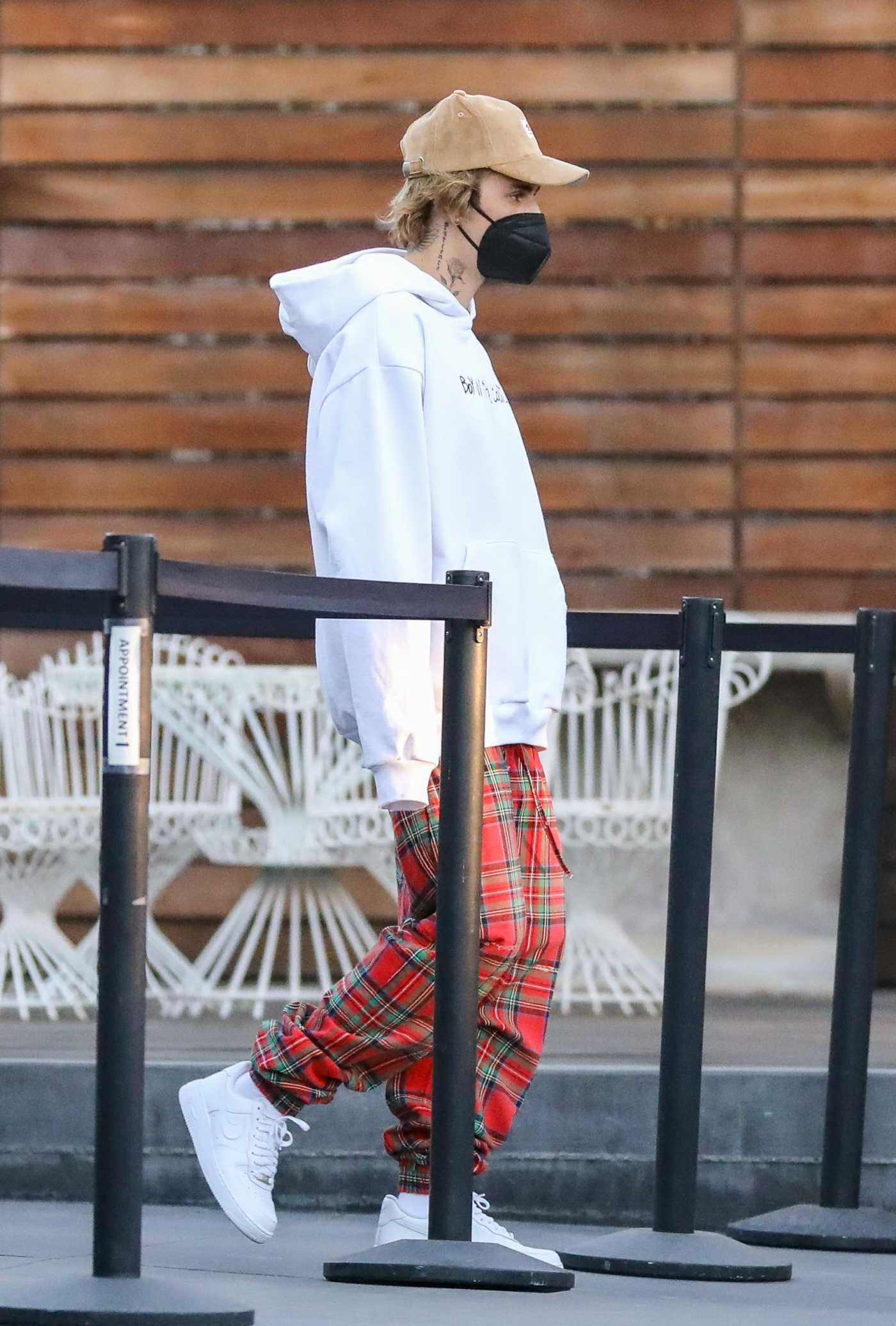 Justin Bieber in a Red Plaid Pants Was Seen Out in West Hollywood 12/15/2020