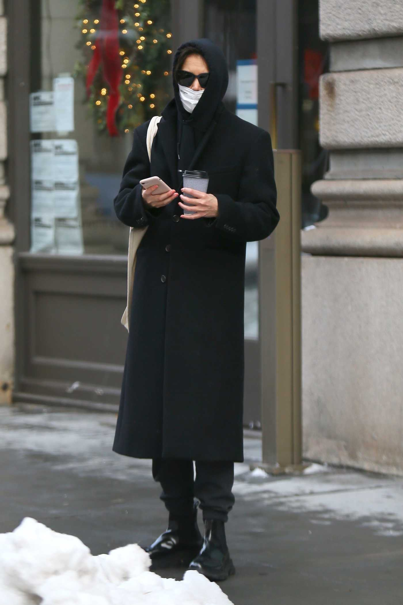 Katie Holmes in a Black Coat Was Seen Out in New York 12/18/2020
