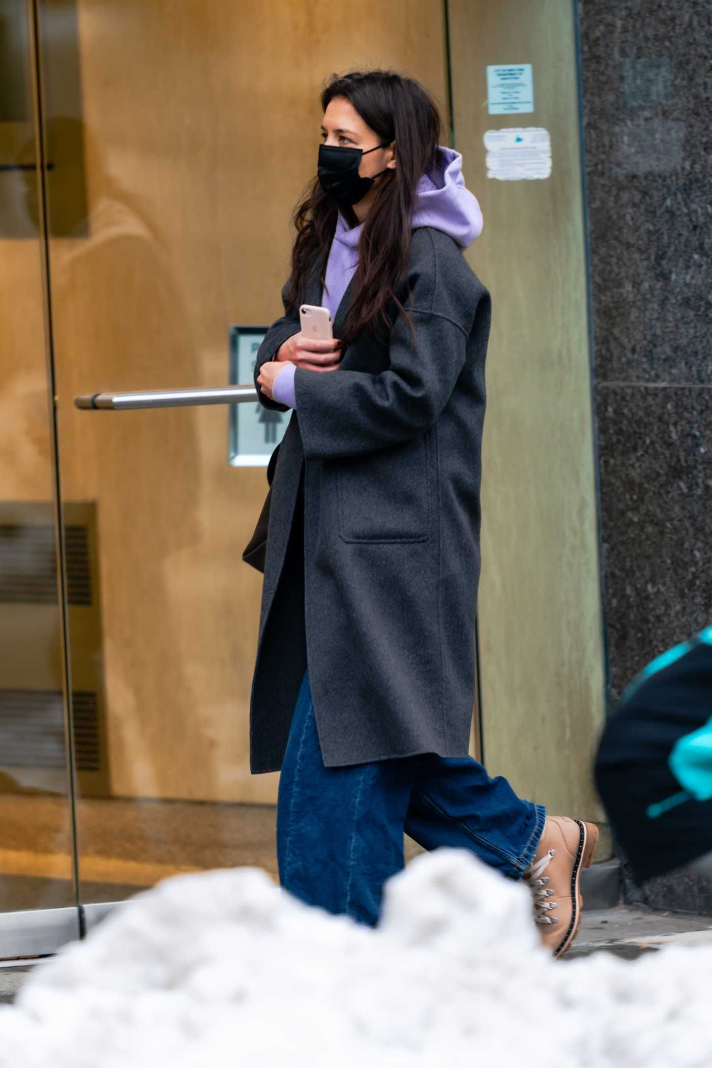 Katie Holmes in a Black Protective Mask Goes Shopping at ABC Carpet and Home in New York 12/20/2020