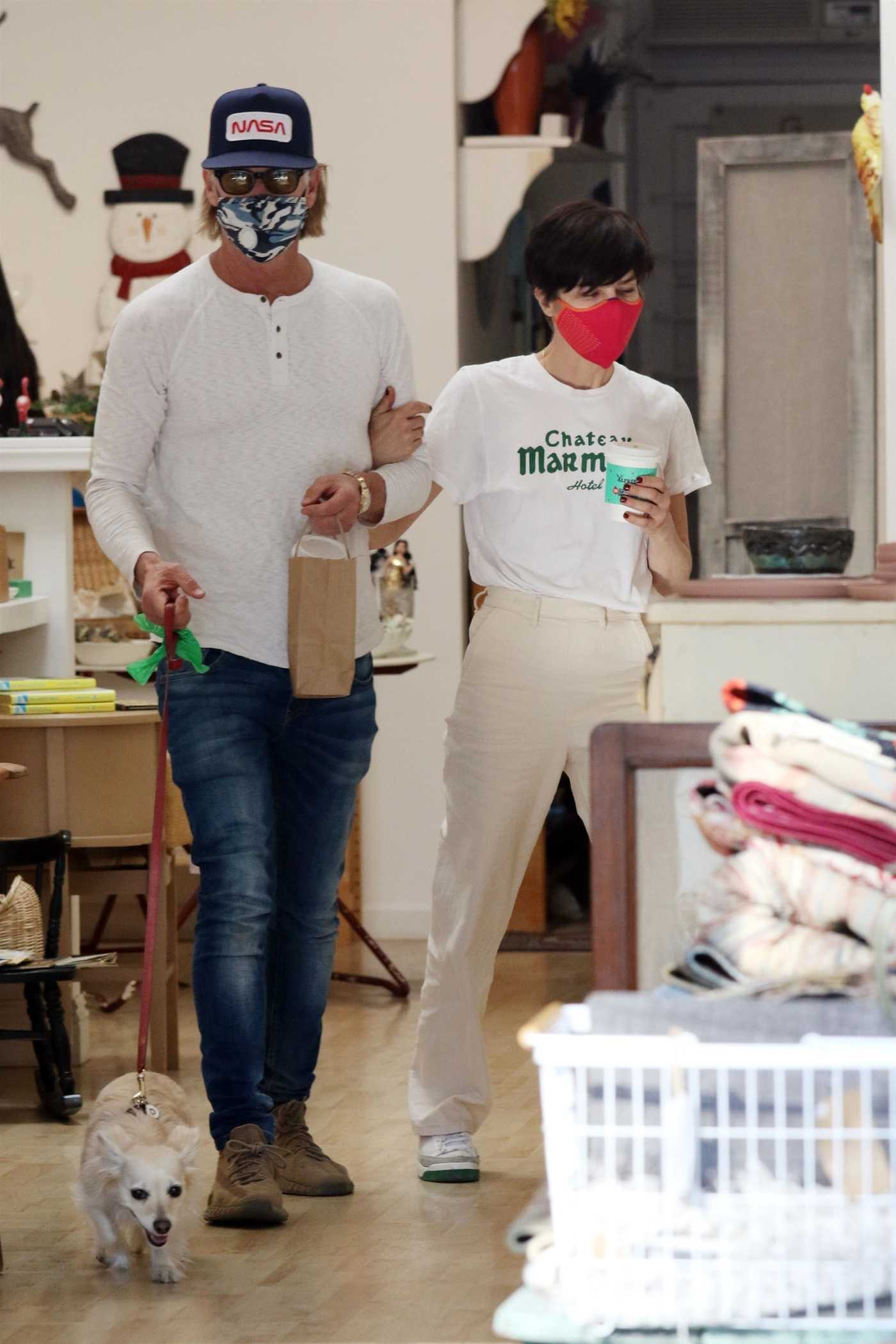 Selma Blair in a Red Protective Mask Was Seen Out with Her Boyfriend Ron Carlson in Los Angeles 12/20/2020