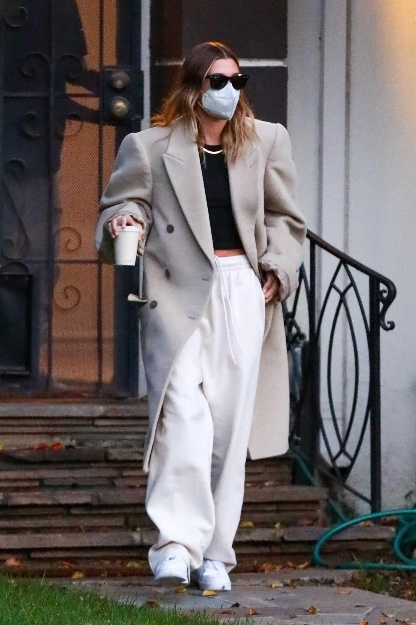 Hailey Baldwin in a Beige Coat Visits a Friend in Beverly Hills 01/29/2021
