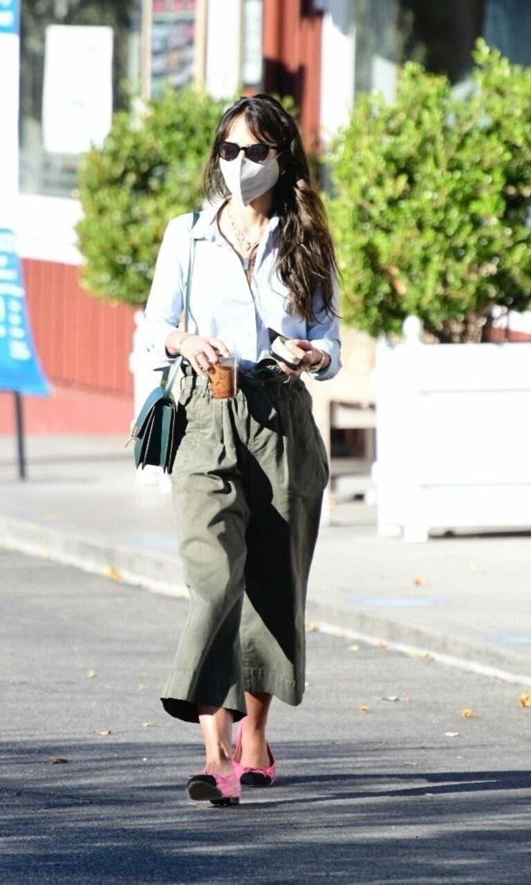 Jordana Brewster in an Olive Pants