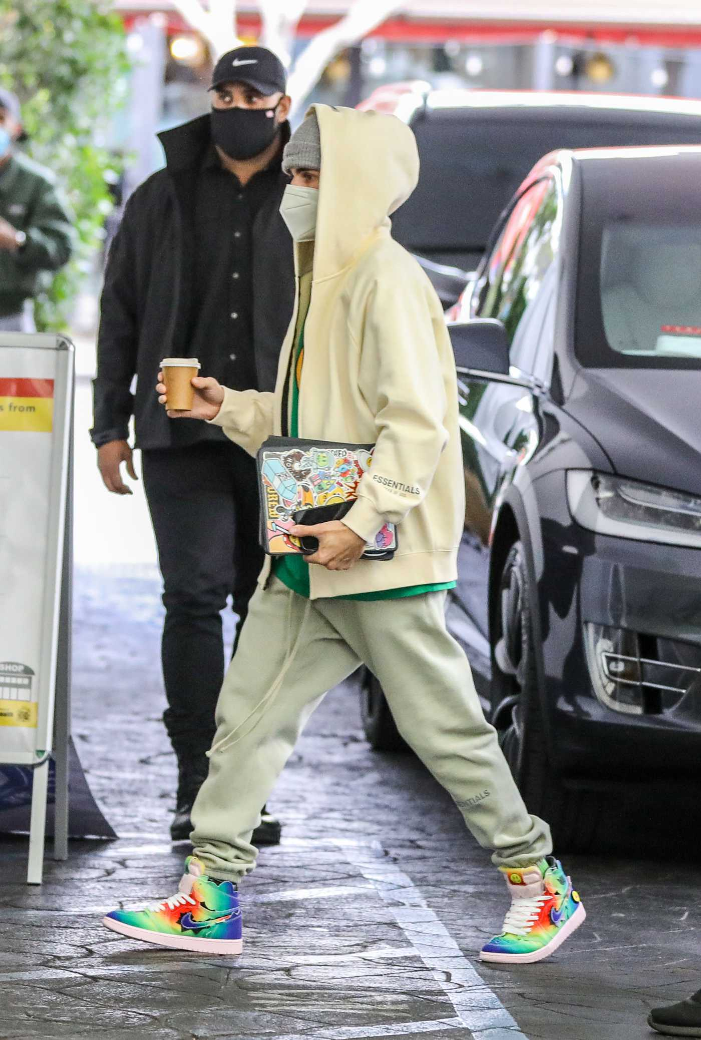 Justin Bieber in a Yellow Hoodie Was Seen Out in West Hollyood 01/27/2021