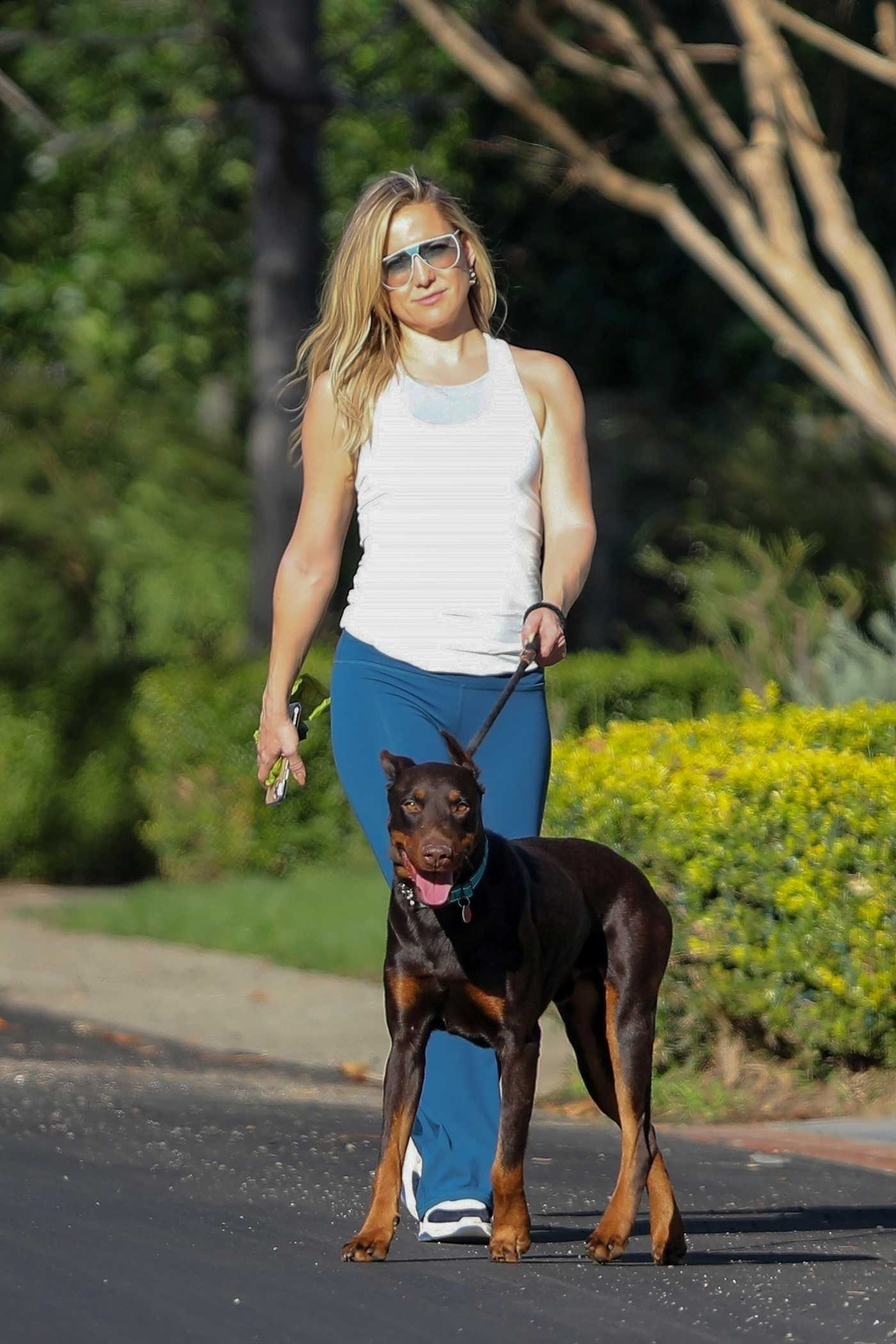 Kate Hudson in a White Tank Top Walks Her Dog in Pacific Palisades 01/14/2021