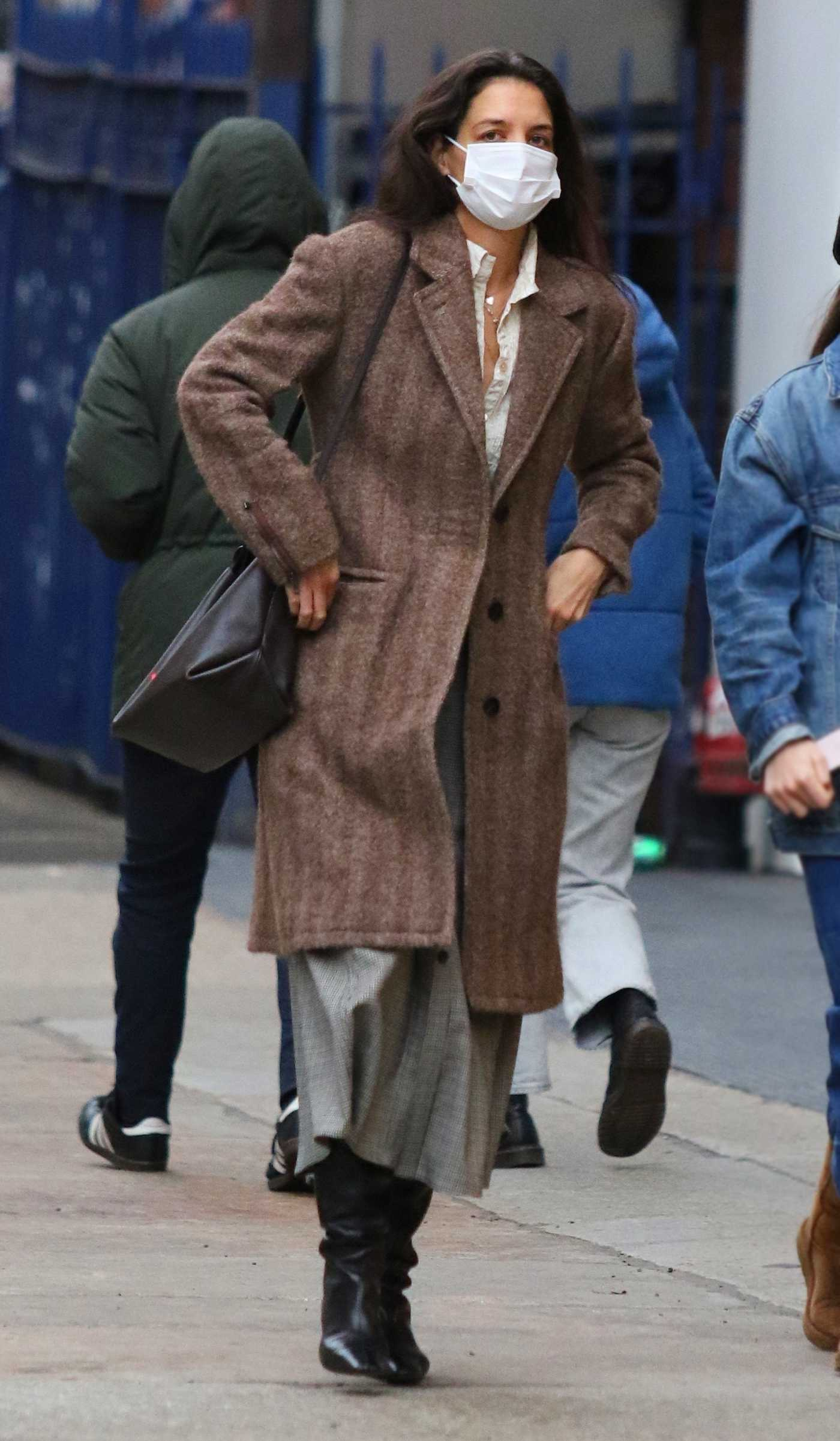 Katie Holmes in a Brown Coat Was Seen Out in New York 01/01/2021