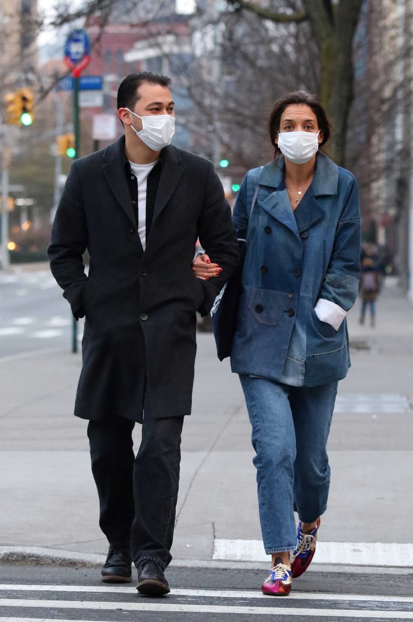 Katie Holmes in a Protective Mask Was Seen Out with Emilio Vitolo Jr. in New York City 01/13/2021