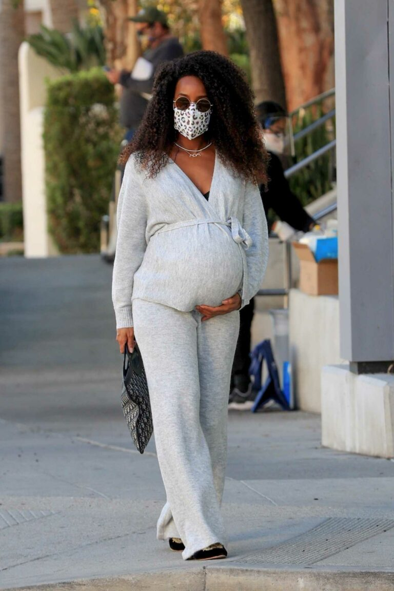 Kelly Rowland in a Grey Outfit