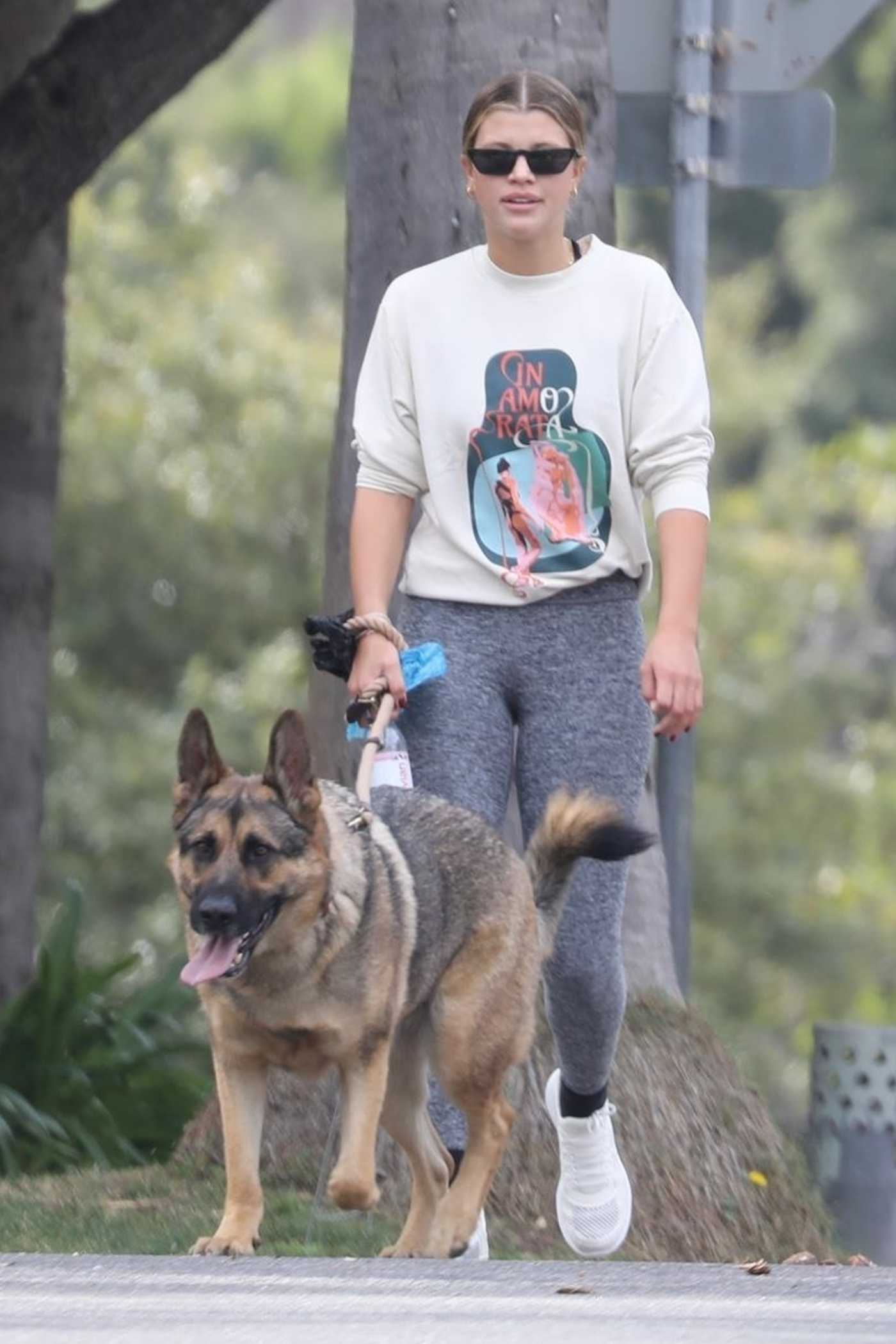 Sofia Richie in a Grey Leggings Walks Her Dog in Beverly Hills 01/13/2021
