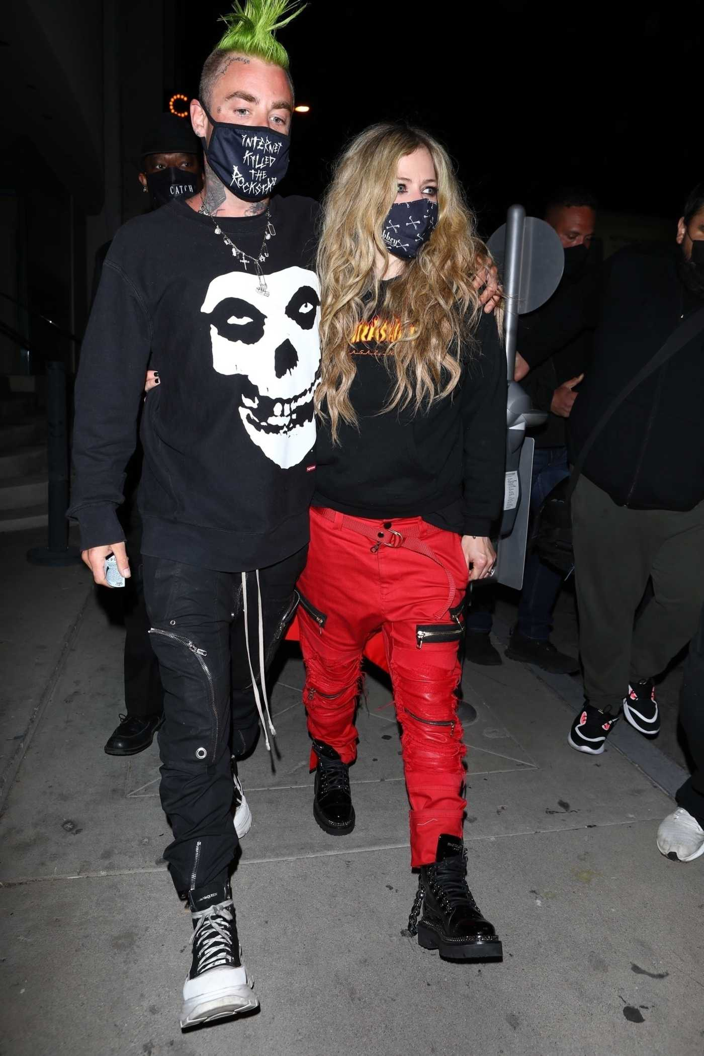 Avril Lavigne in a Red Pants Leaves Catch After a Dinner Date with Mod Sun in Weswt Hollywood 02/19/2021