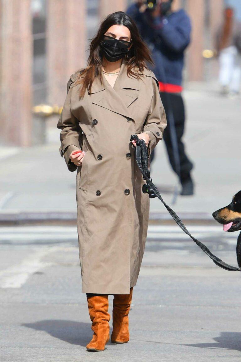 Emily Ratajkowski in a Beige Trench Coat