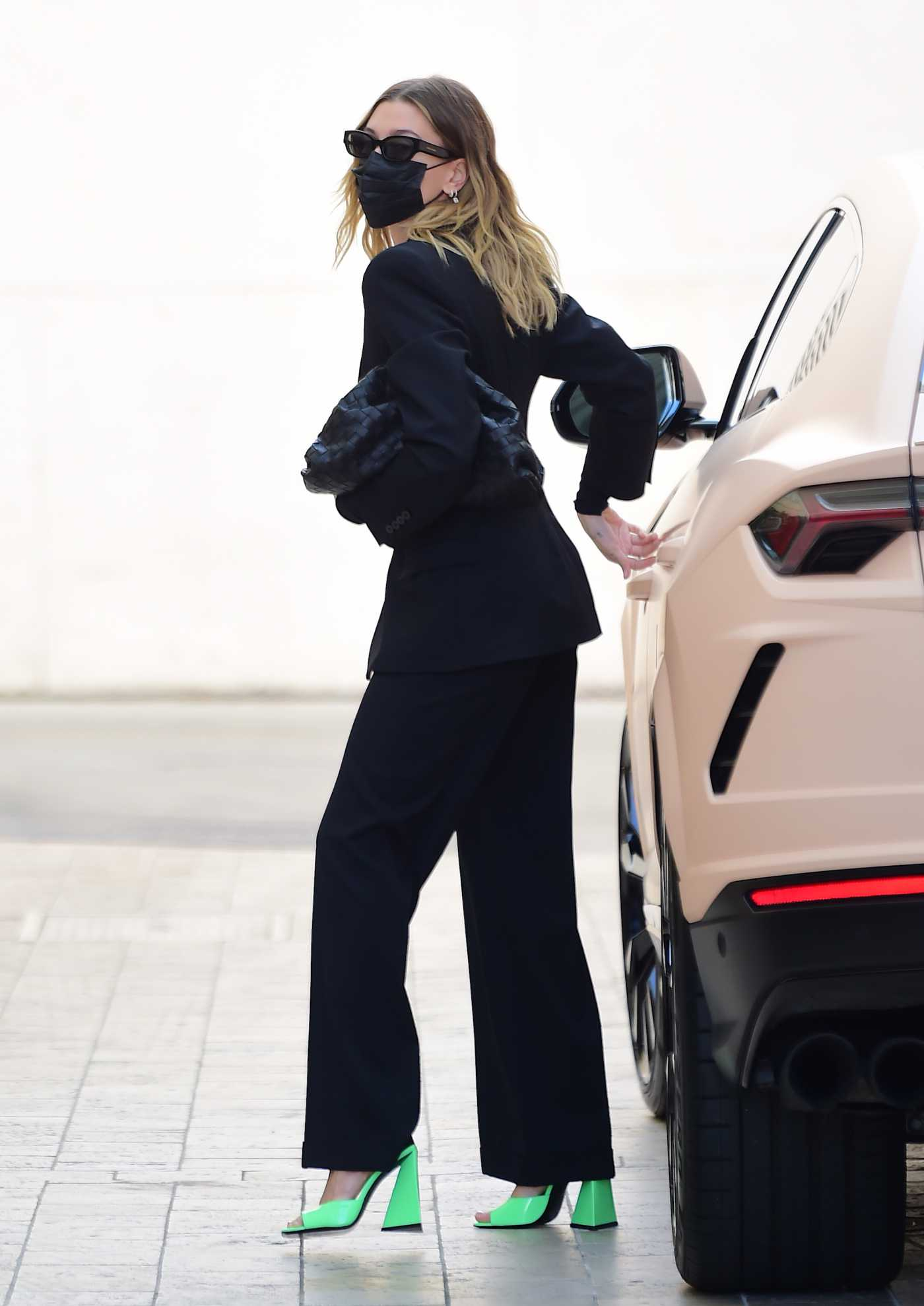 Hailey Baldwin in a Black Pantsuit Was Seen Out in Beverly Hills 02/10/2021