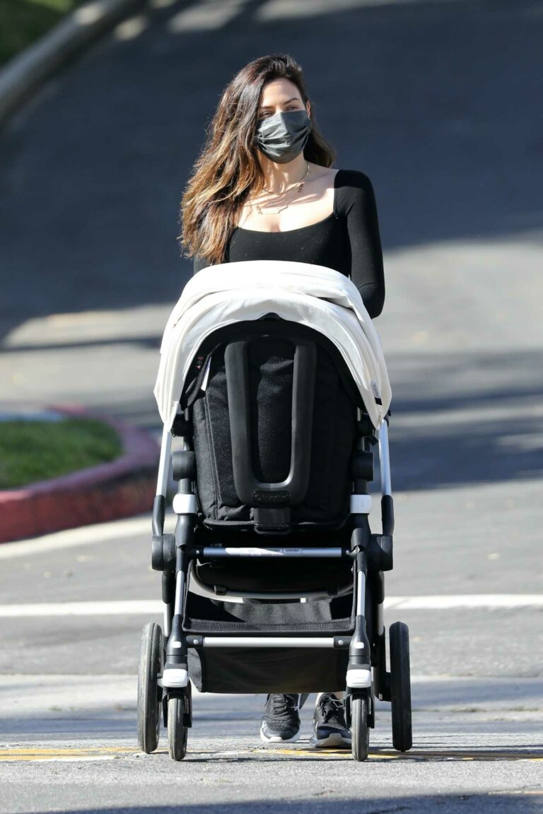 Jenna Dewan in a Black Sweatpants