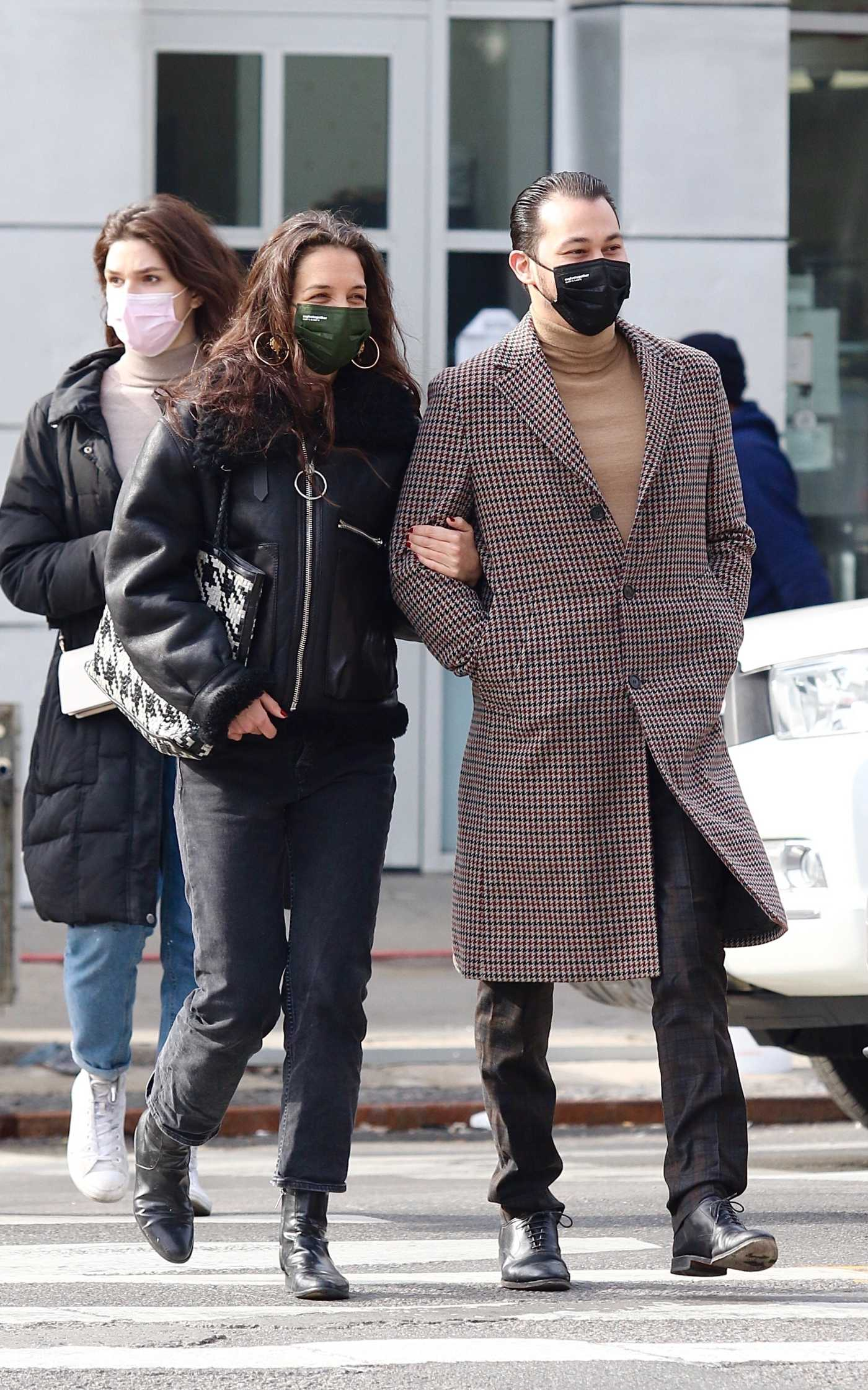 Katie Holmes in a Black Jacket Was Seen During a Romantic Stroll Out with Emilio Vitolo Jr. in New York 02/26/2021