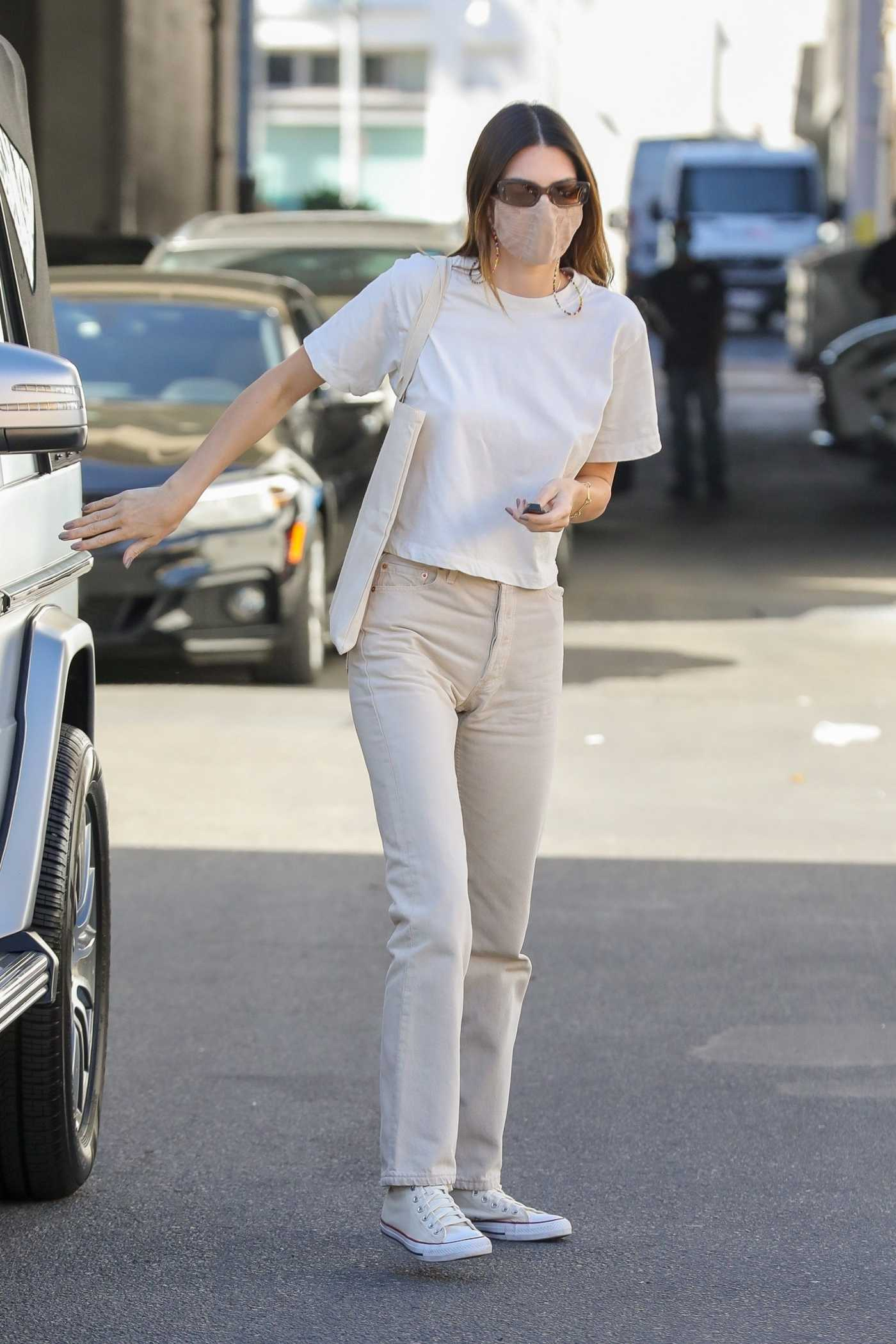 Kendall Jenner in a White Tee Was Seen Out in Beverly Hills 02/25/2021