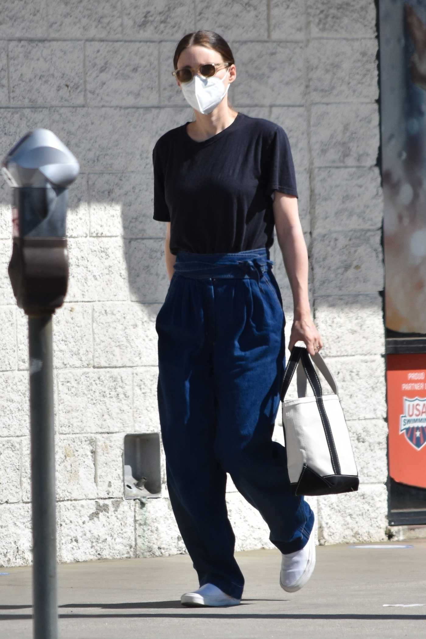 Rooney Mara in a Black Tee Goes on a Solo Shopping Trip in Studio City 02/24/2021