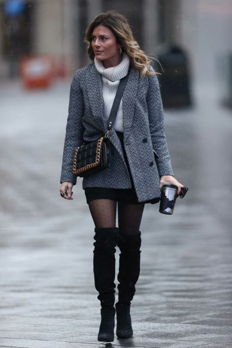 Zoe Hardman in a Grey Blazer