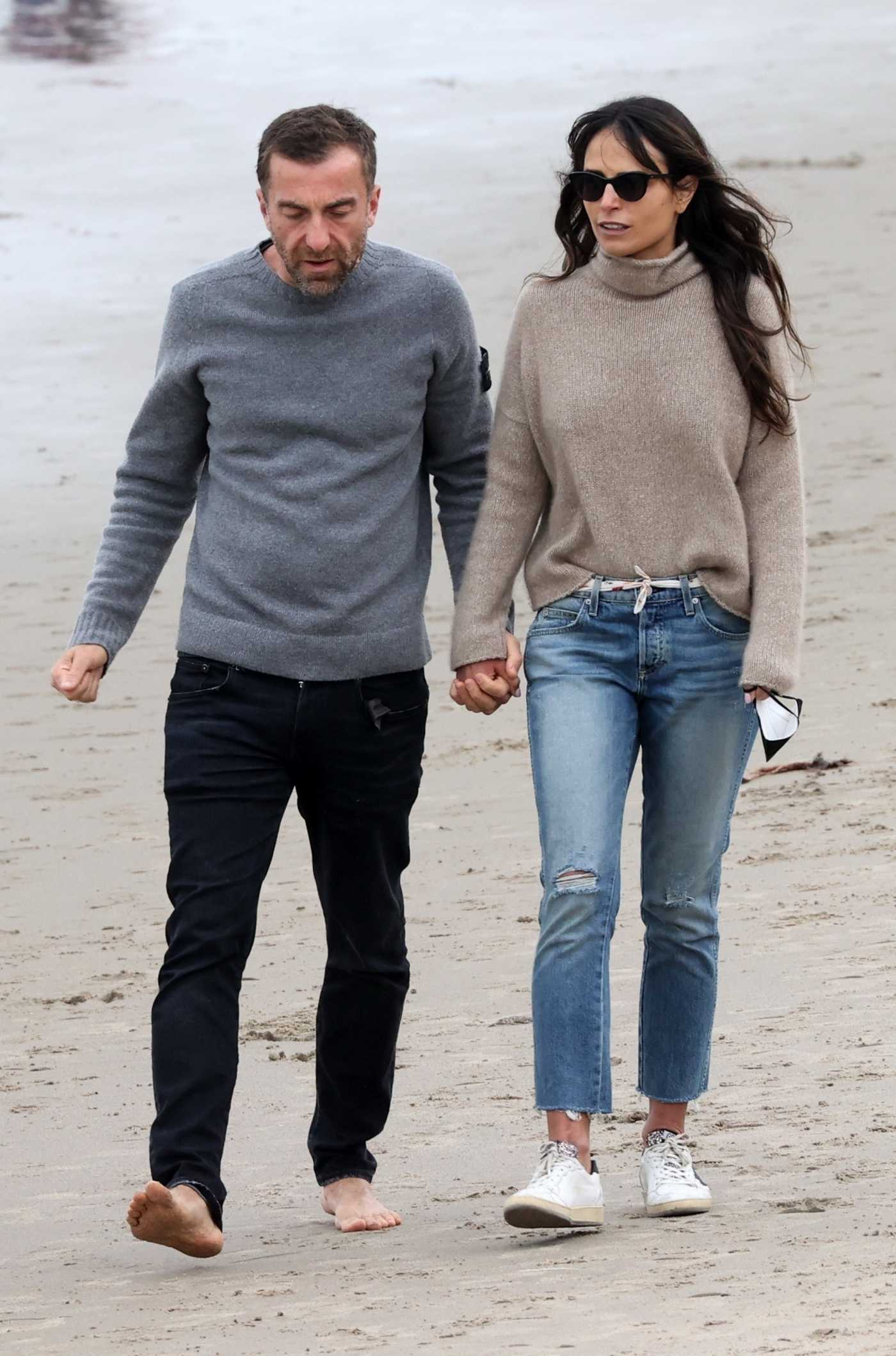 Jordana Brewster in a White Sneakers Was Seen on the Beach with Her Boyfriend in Santa Monica 03/09/2021