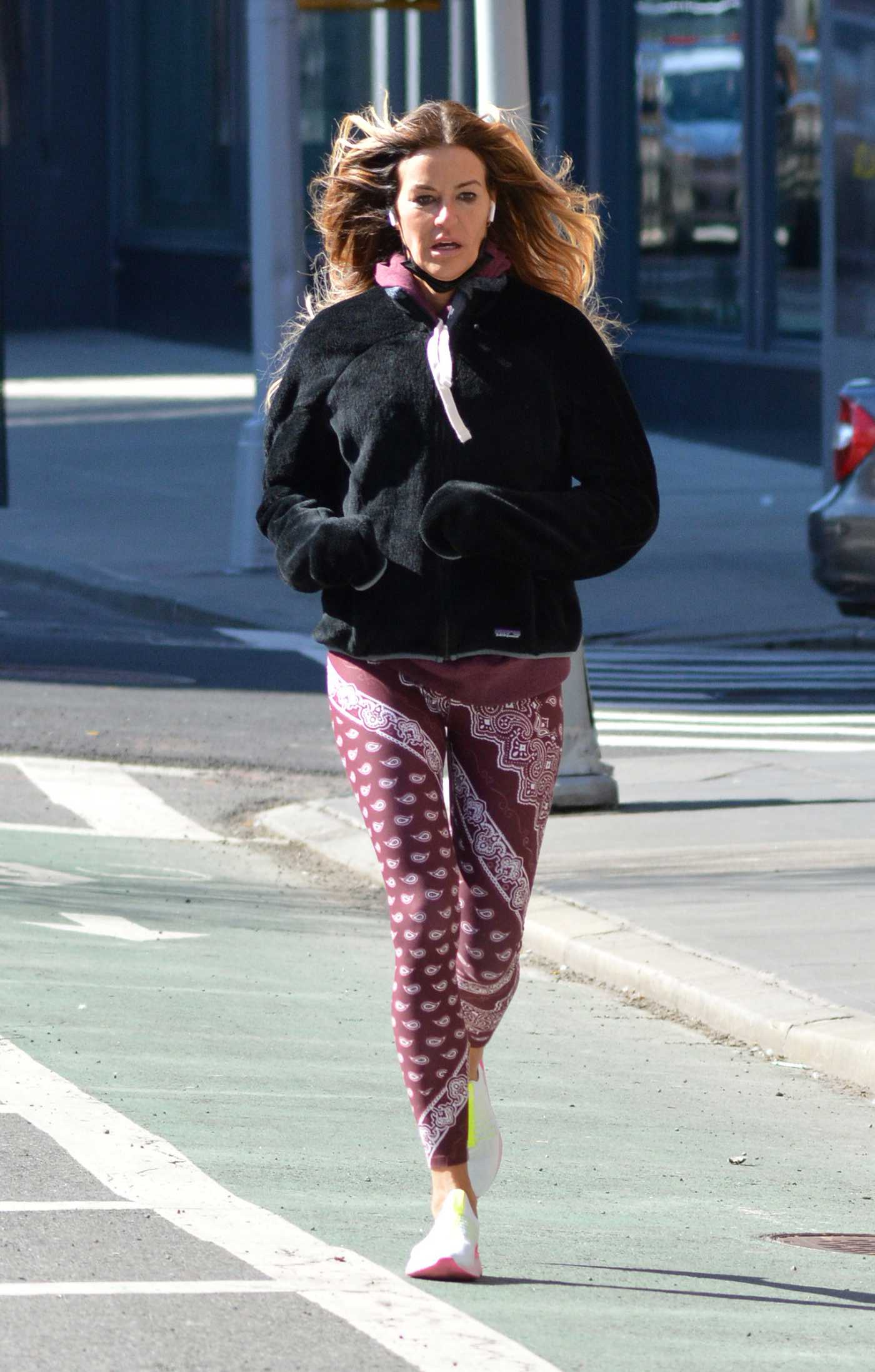 Kelly Bensimon in a Lilac Leggings Was Seen Out on a Jog in New York 03/07/2021