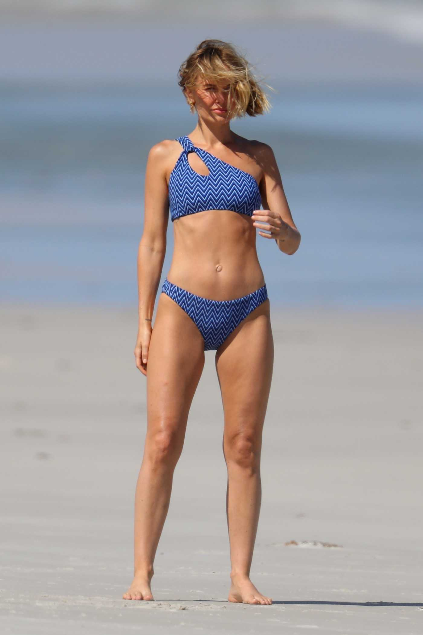 Lara Bingle Does a Bikini Photoshoot on the Beach in Sydney 03/04/2021