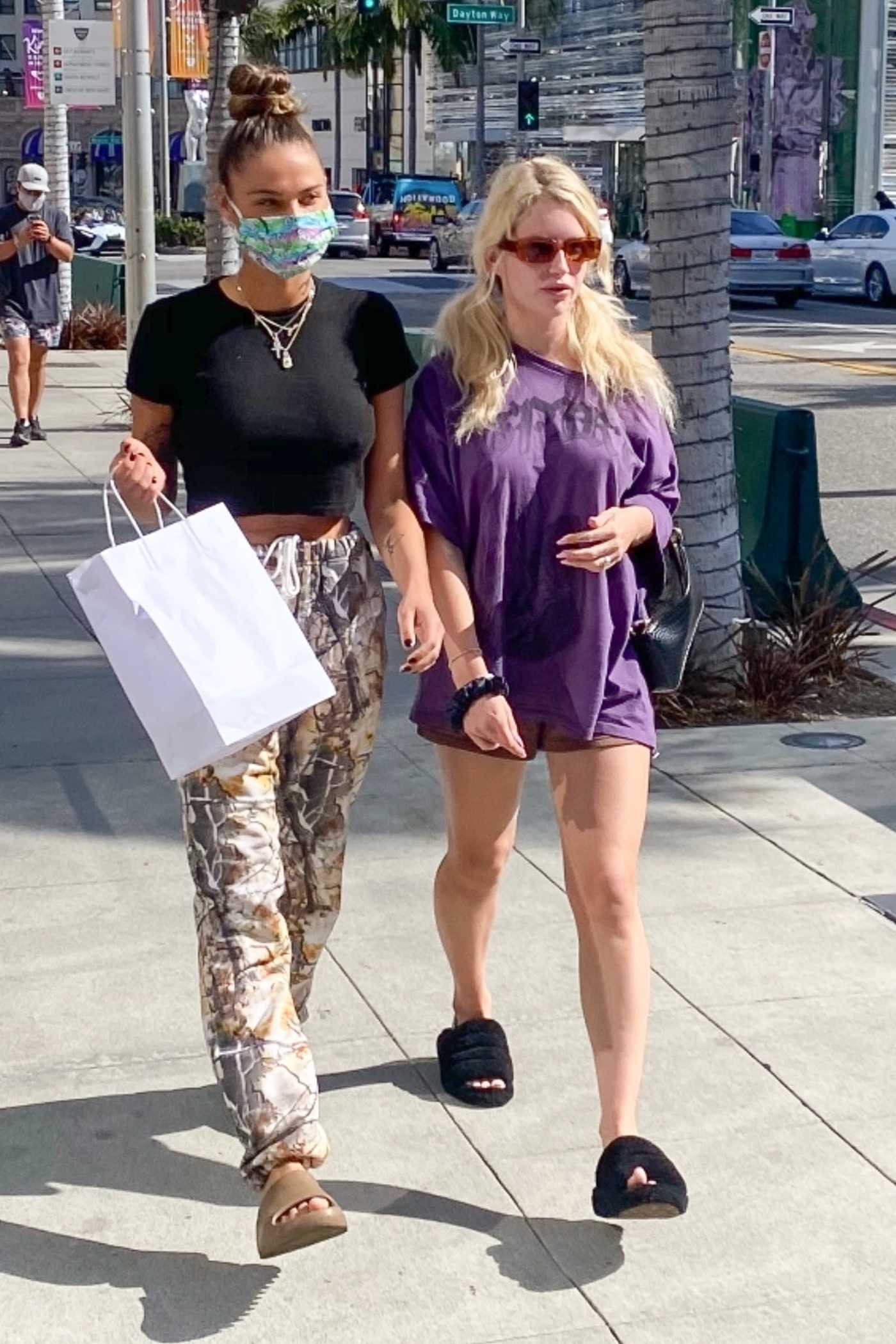 Lottie Moss in a Purple Tee Goes Shopping with a Friend on Rodeo Drive in Beverly Hills 03/30/2021