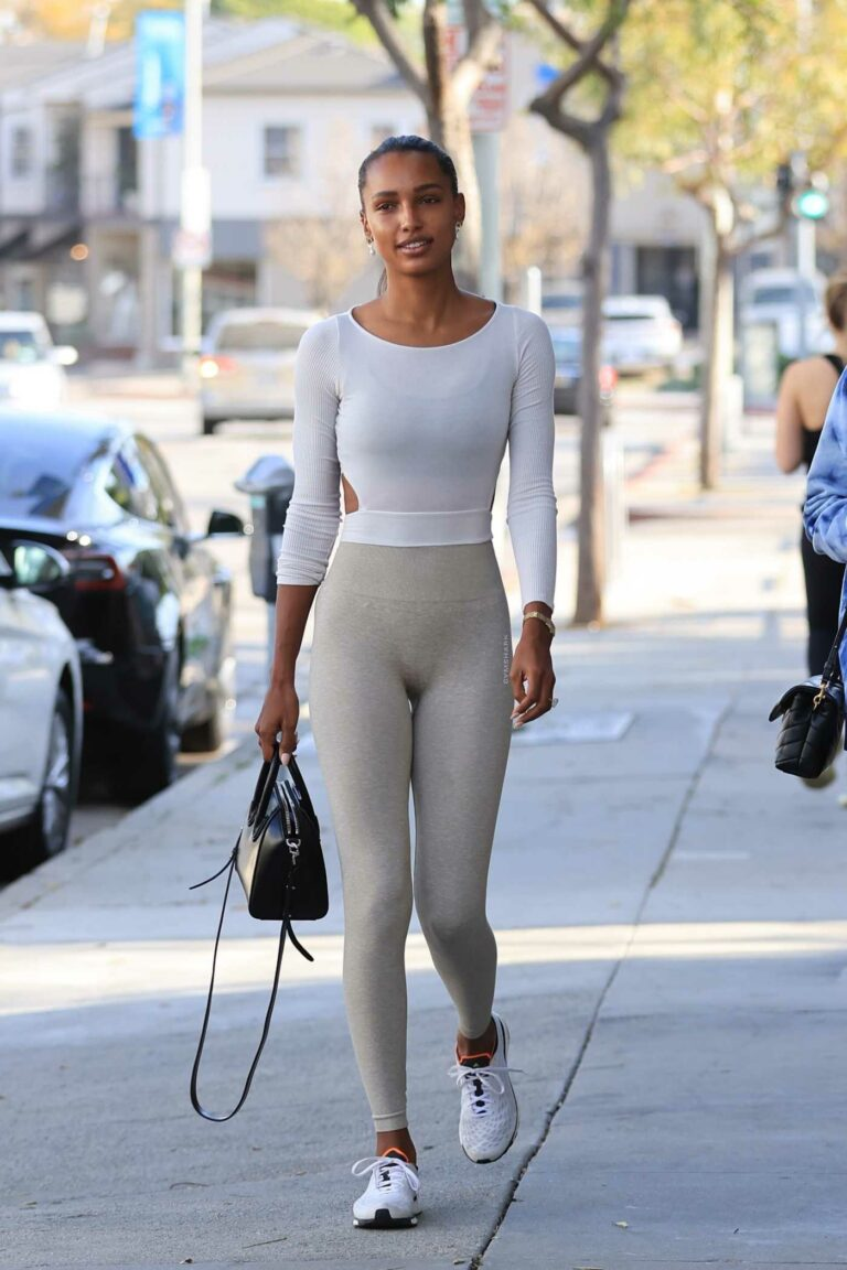Jasmine Tookes in a Grey Leggings