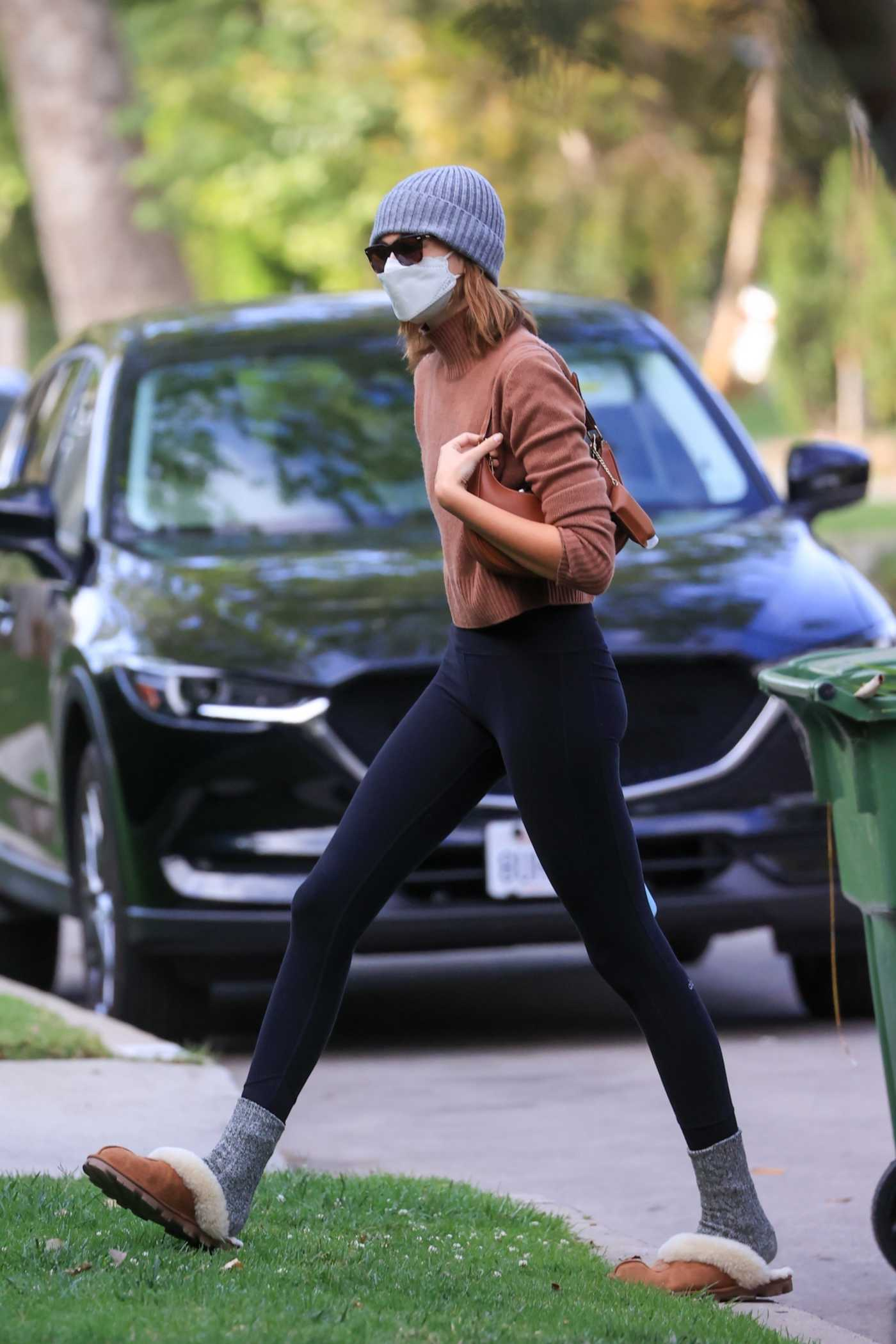 Kaia Gerber in a Grey Knit Hat Arrives at Her Morning Pilates Class in West Hollywood 04/14/2021
