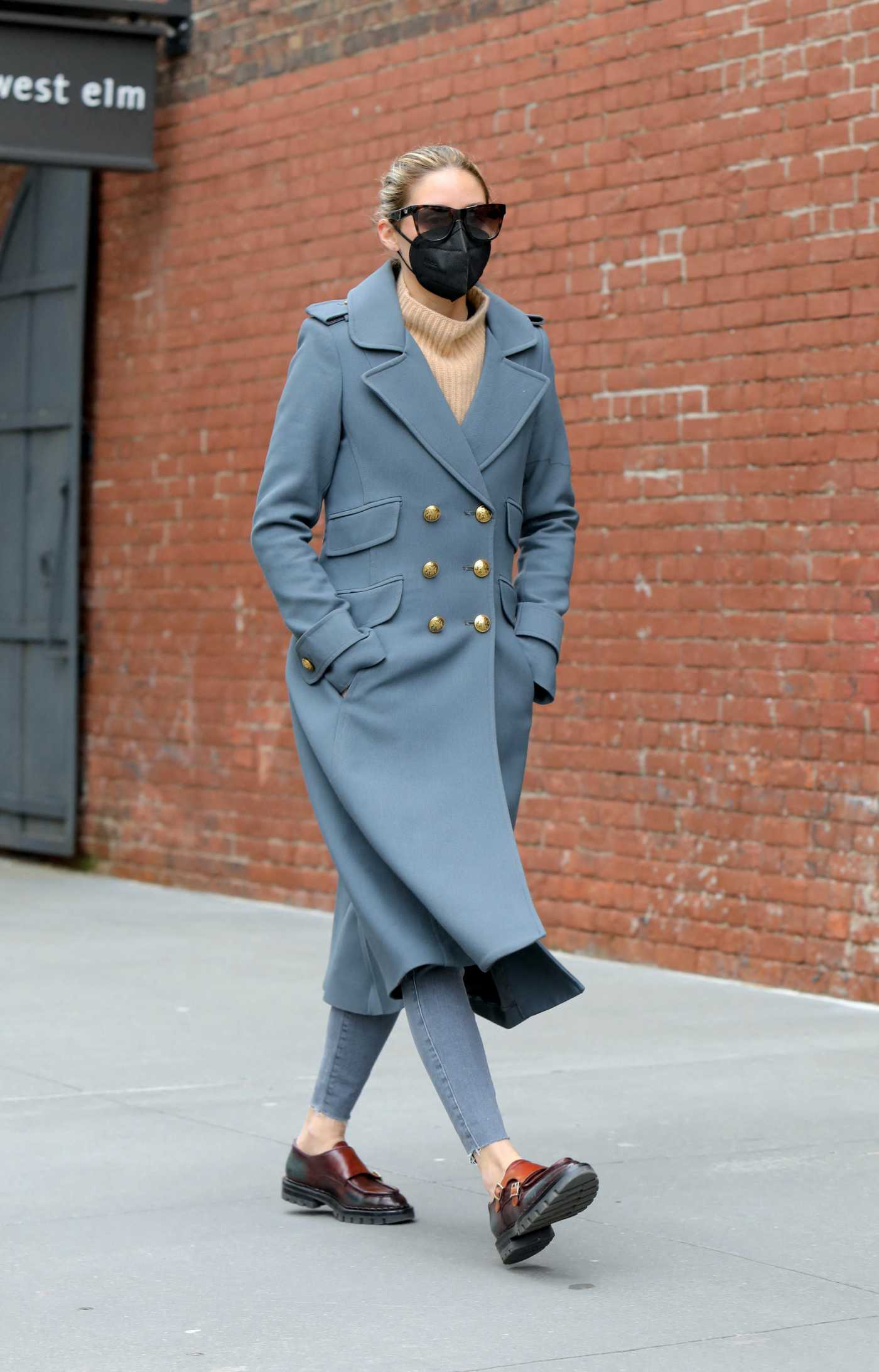 Olivia Palermo in a Grey Coat Was Seen Out in Dumbo, Brooklyn, NYC 04/05/2021