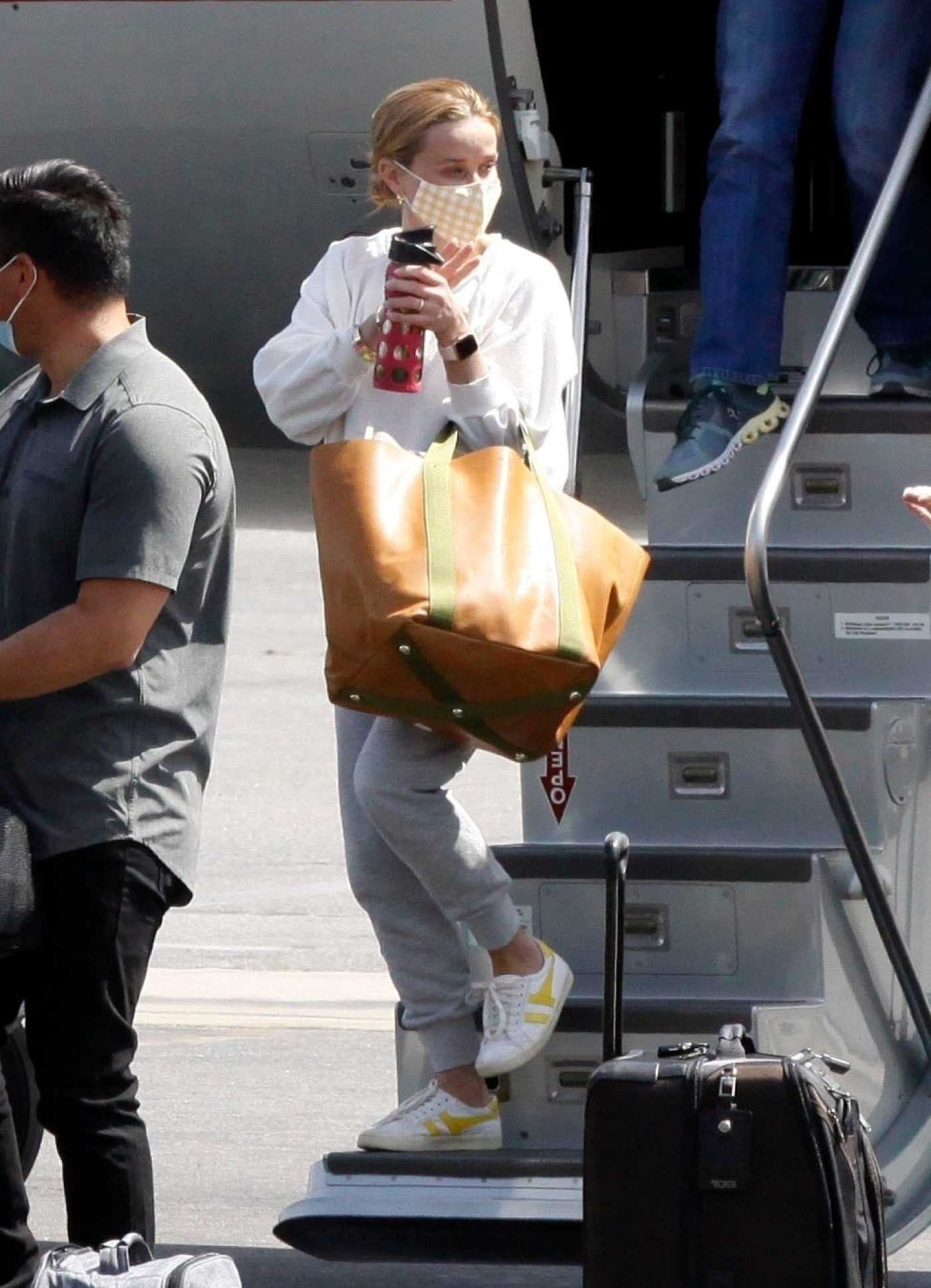 Reese Witherspoon in a White Sweatshirt Arrives on a Private Jet in Los Angeles 04/06/2021