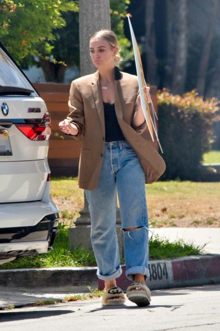 Ashlee Simpson in a Beige Blazer